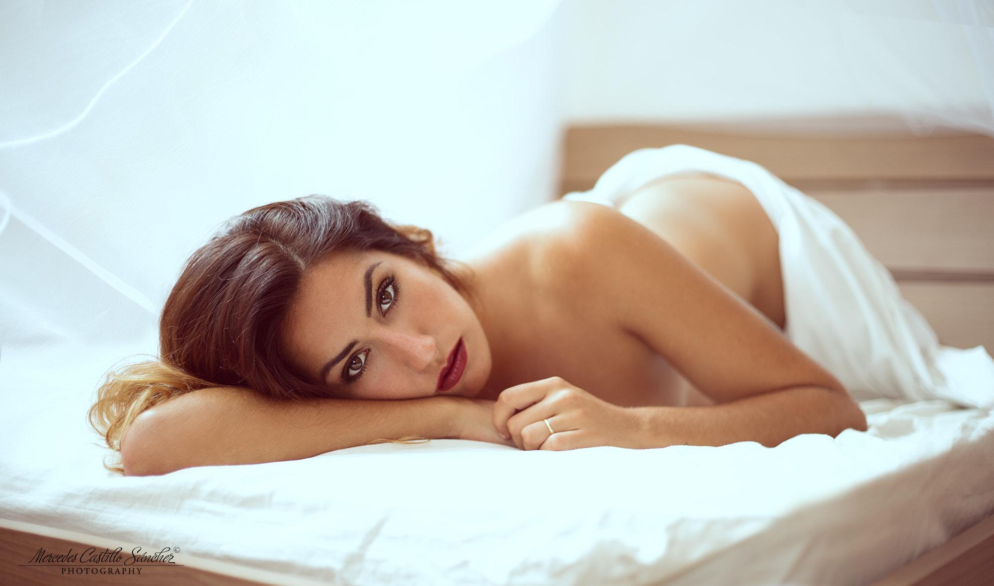 Помогла сдать картинка задумчивая девушка в постели обнаженная русские женщины говорят