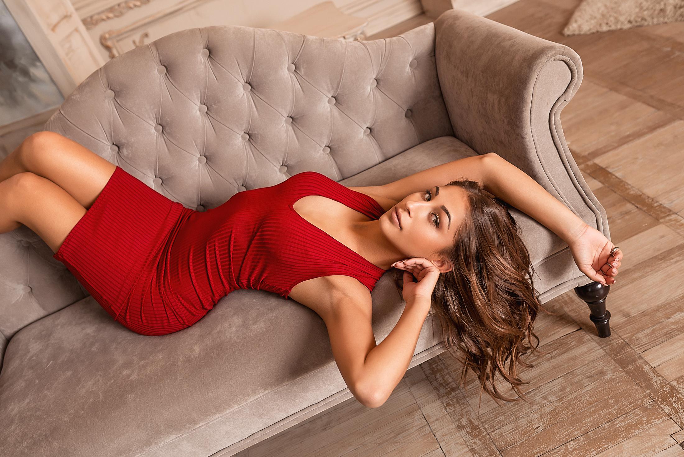 создать классные позы для фотографий на диване мода тех