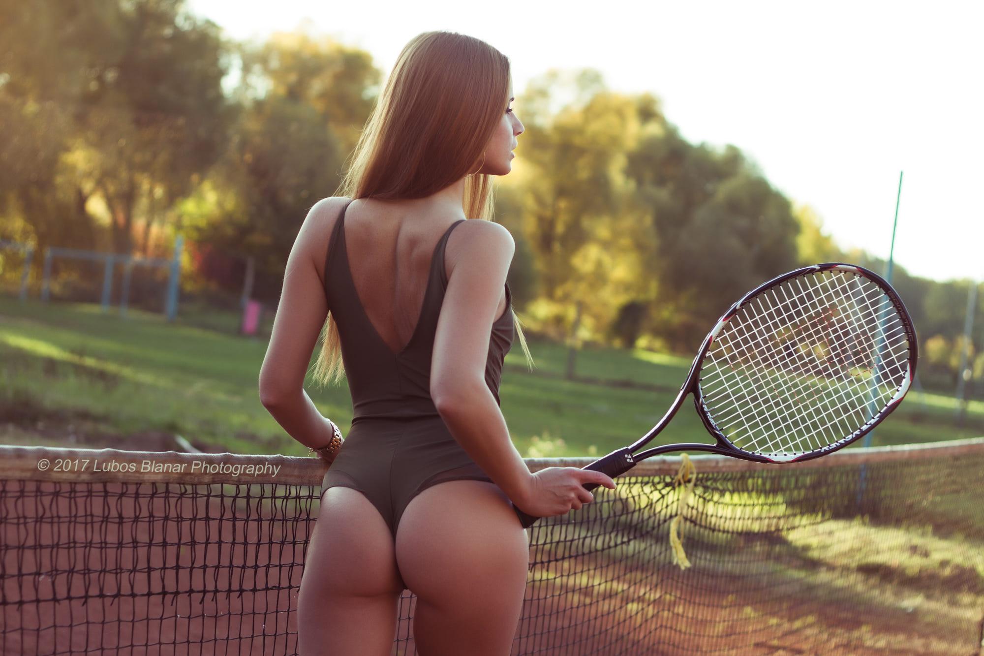 на теннисном корте эро почувствовал как