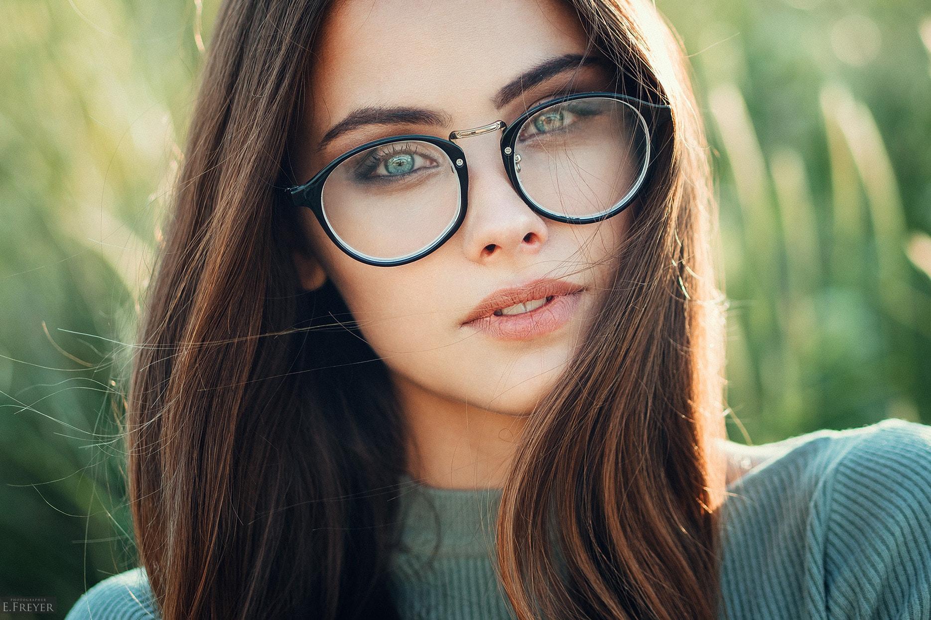 Bilder von brünette Frauen