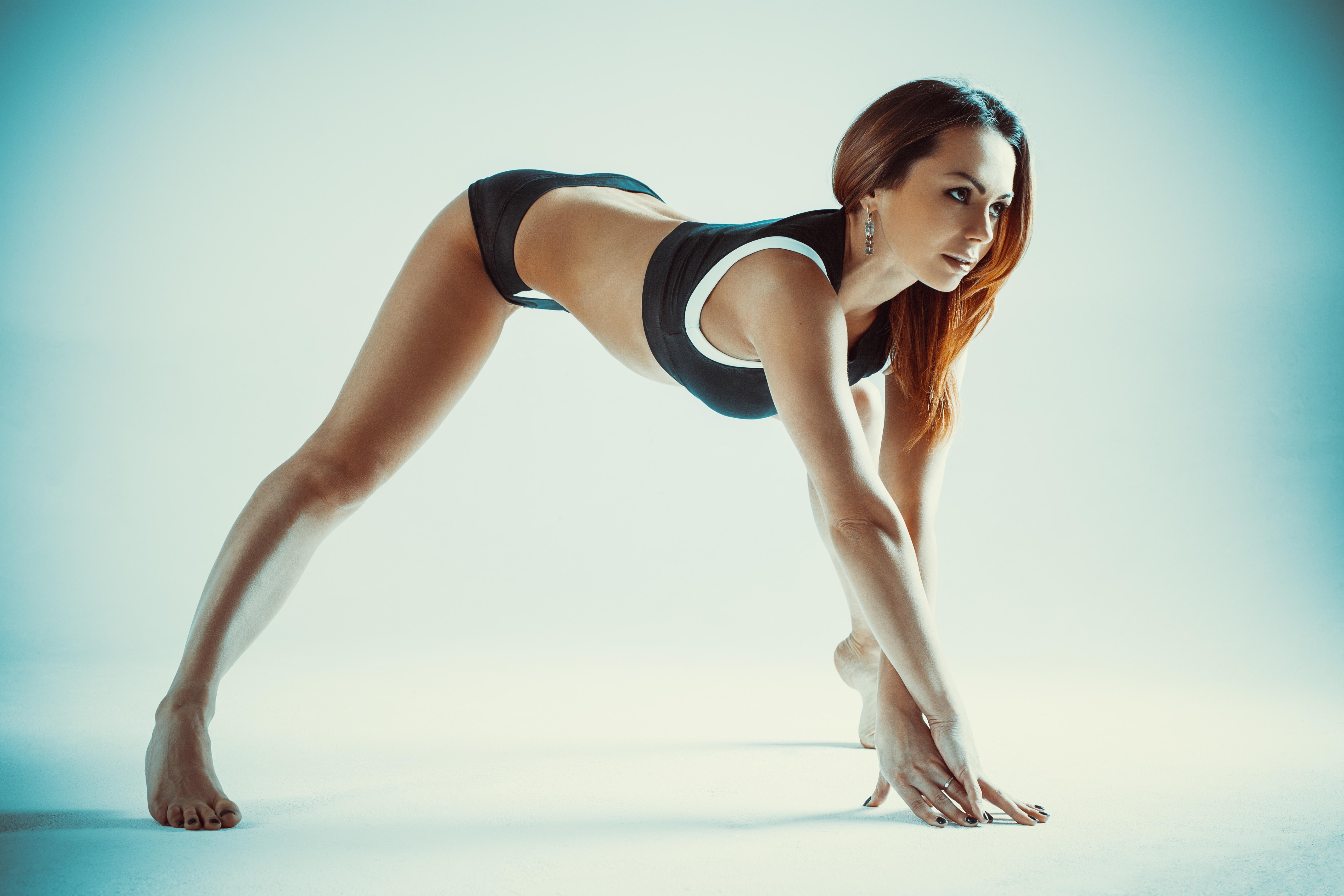 Women Brunette Yoga Fitness Model Sportswear Thighs Barefoot