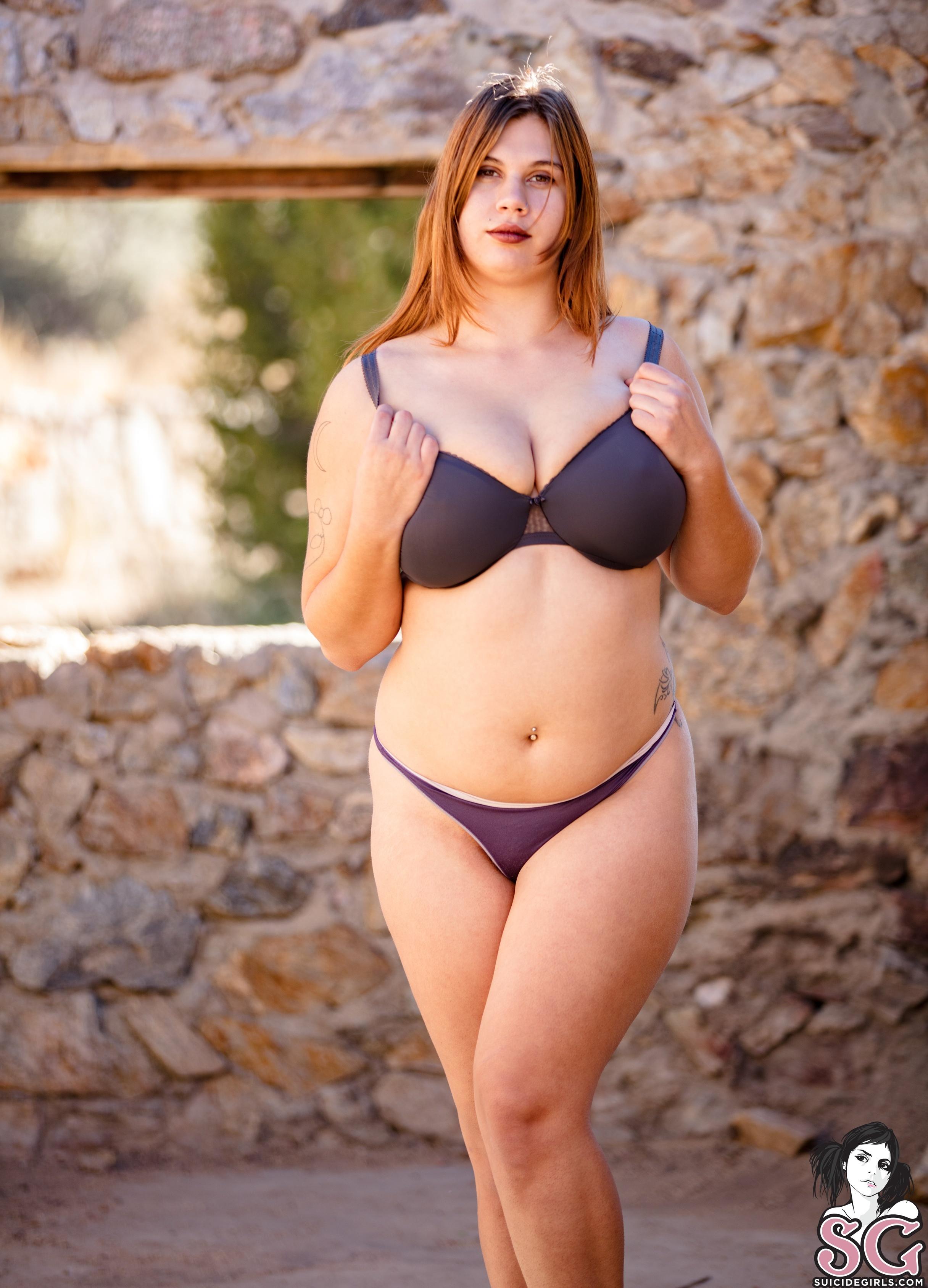 Brunette chubby women