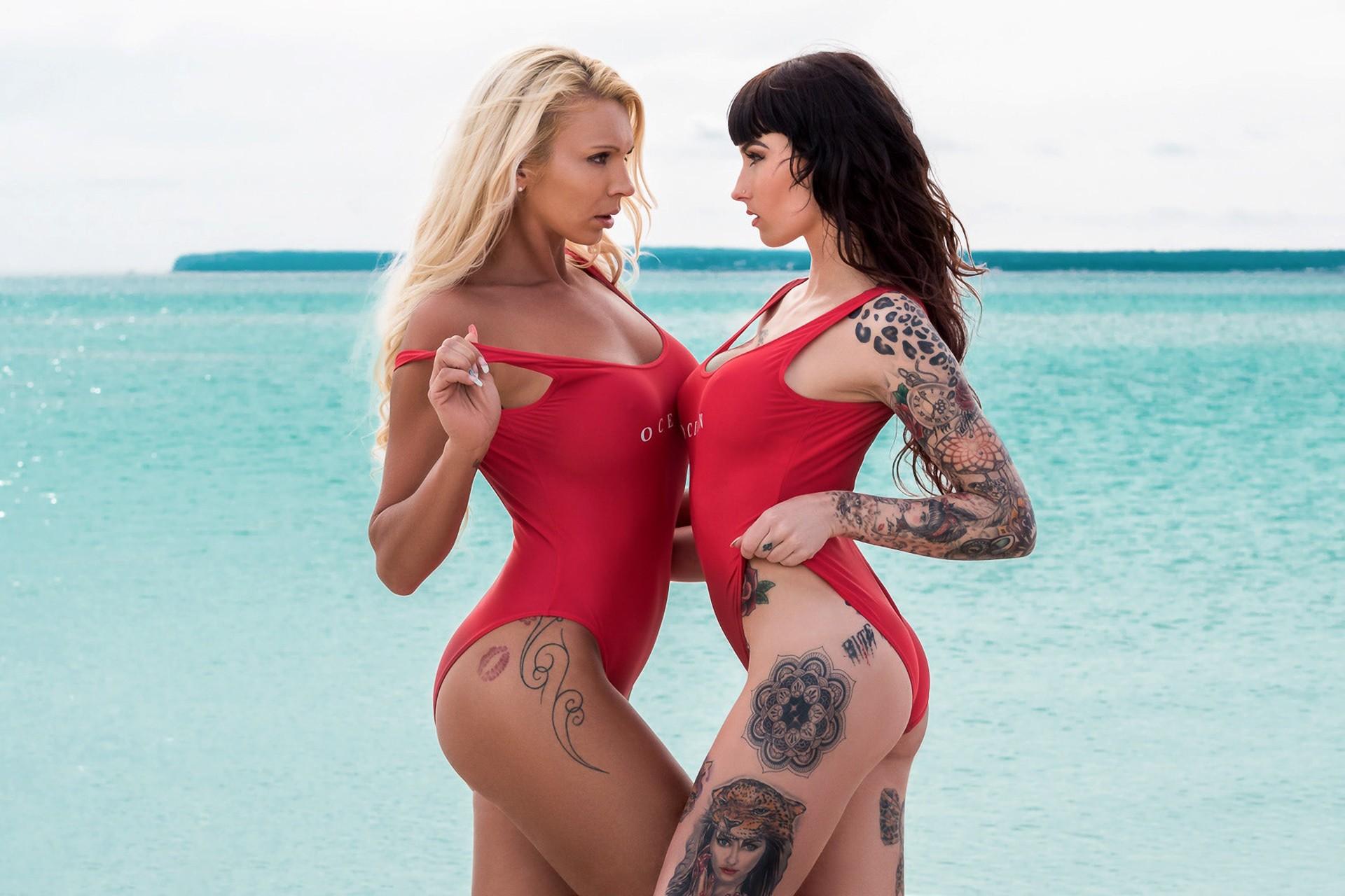 Две девушки в татуировках развлекаются, смотреть порно видео онлайн через планшет без скачивания
