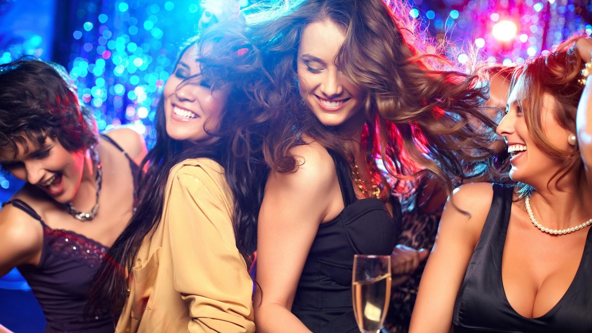 Wallpaper : women, dancing, rave, smiling, audience, singing
