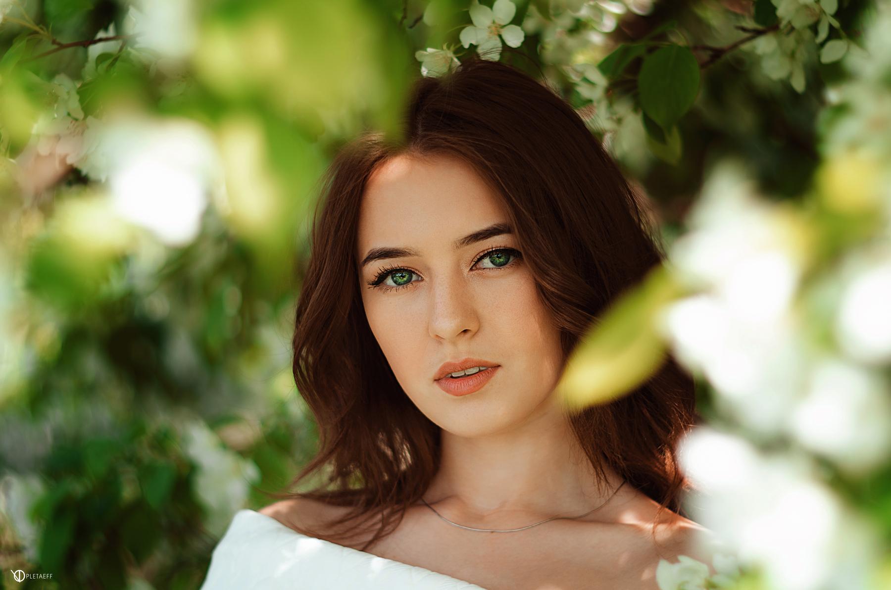 Фото с зелеными глазами