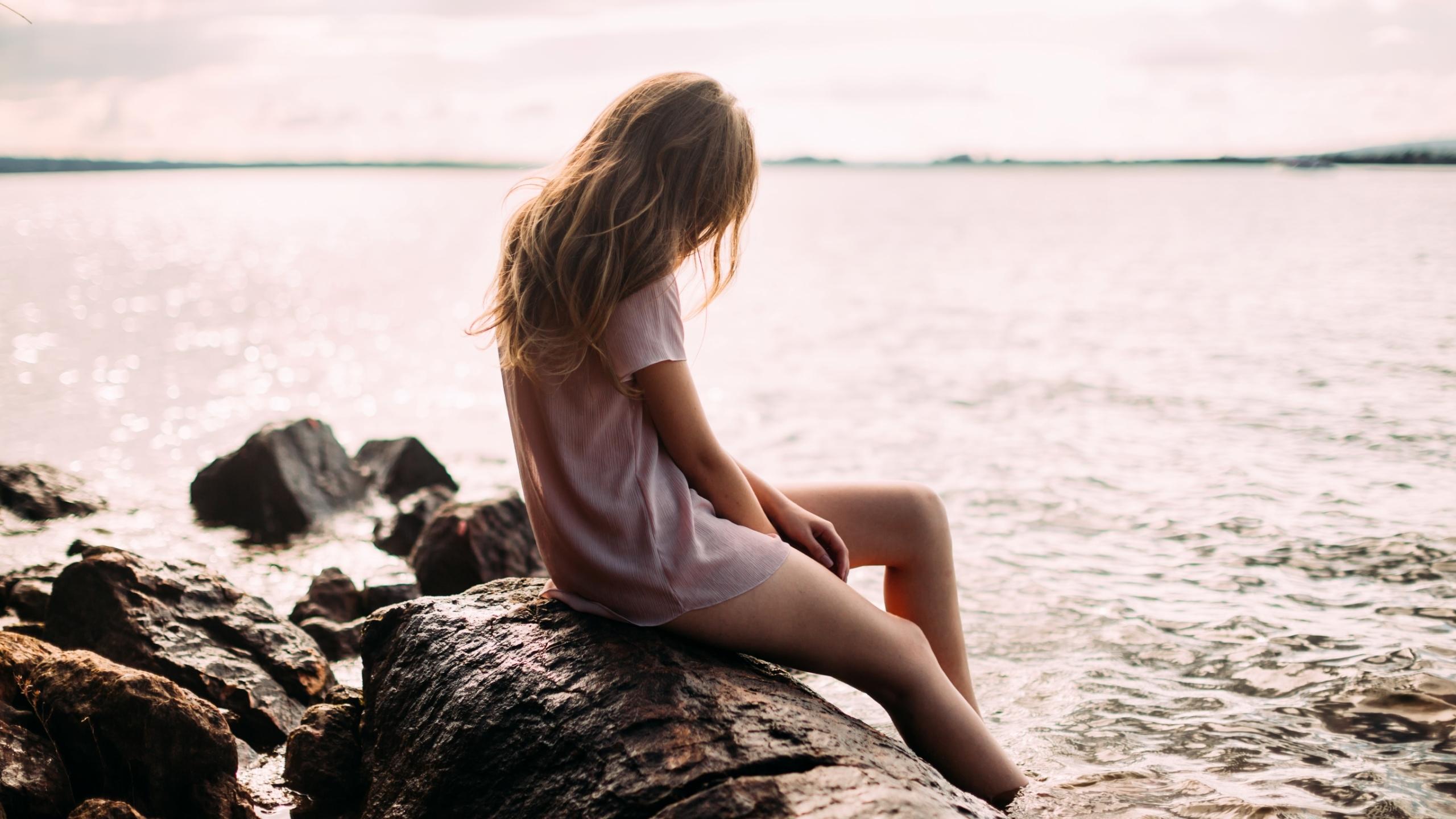 Про скучаю, картинки девушка у реки со спины