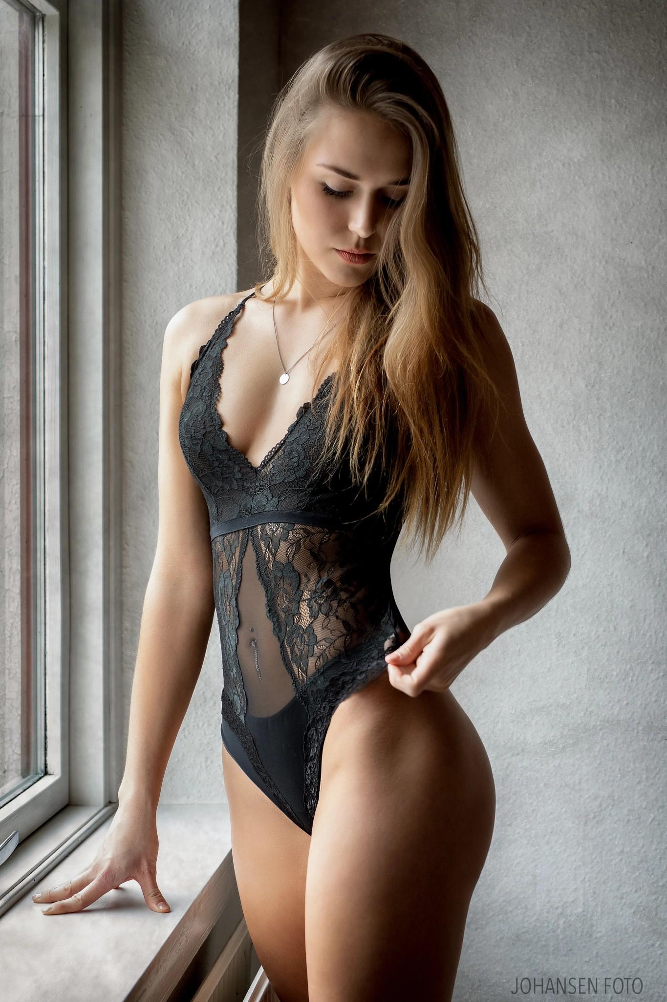 женское нижнее белье брюнетки