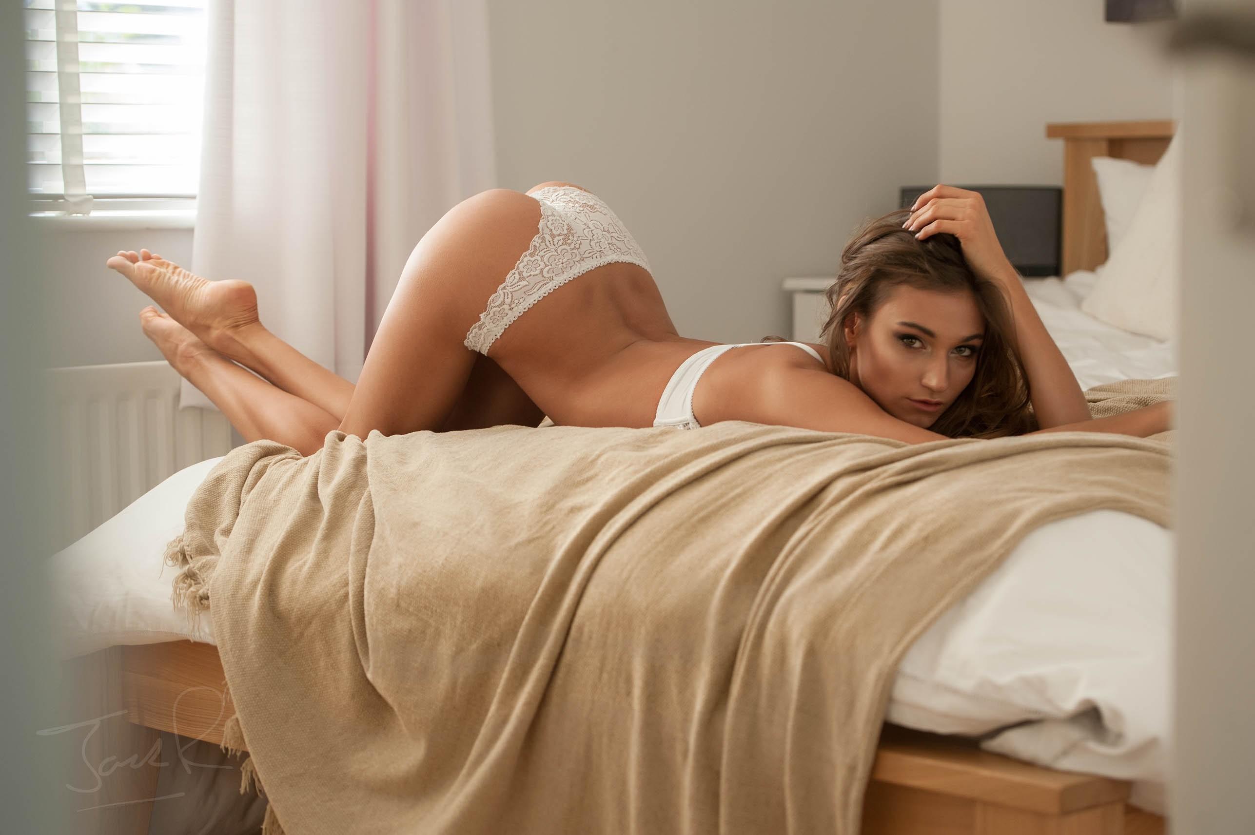 Рачком на кровати фото онлайн дрочат кончают