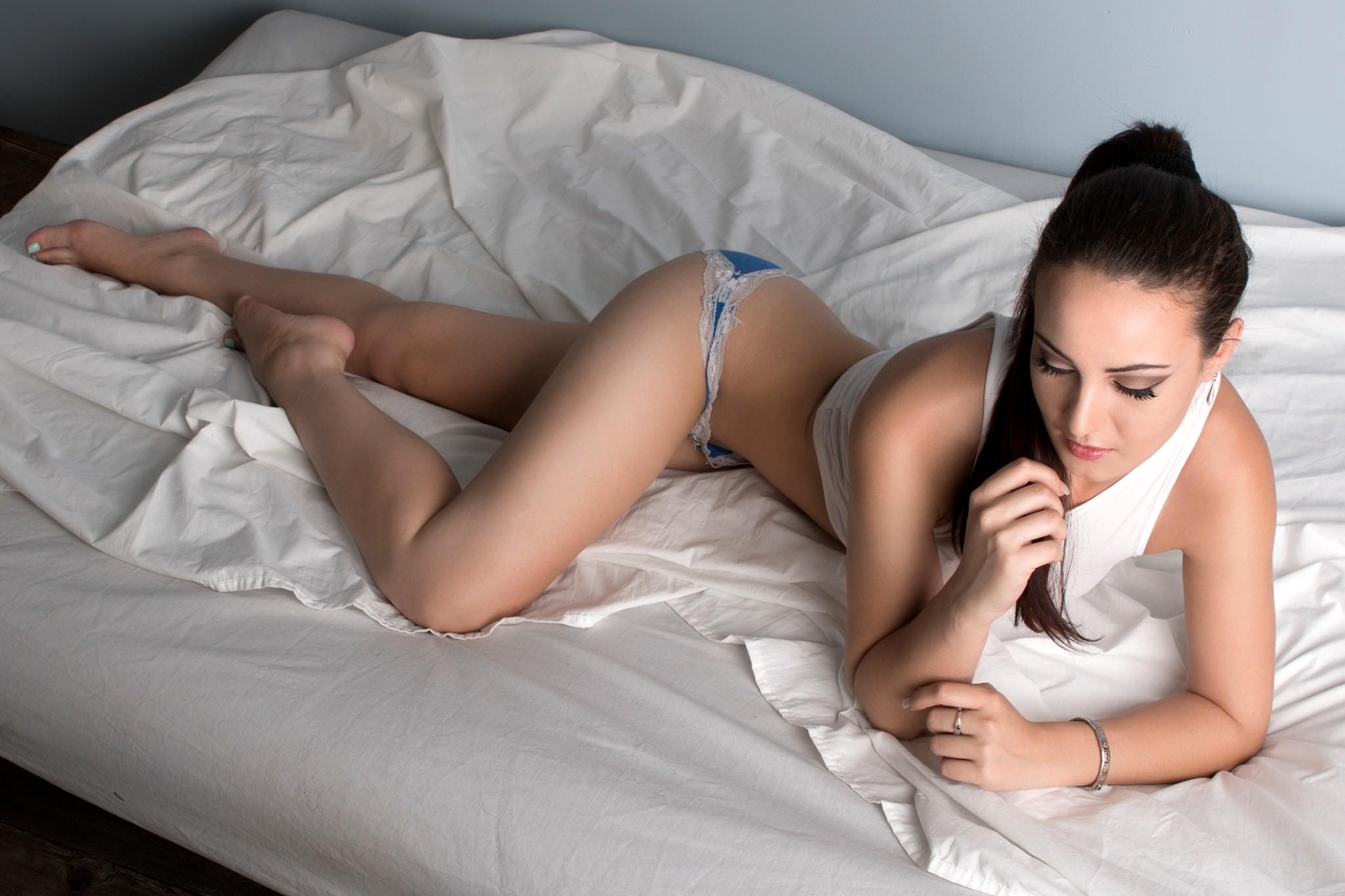 smotret-video-pro-devushek-v-posteli-golie-porno-foto-grete