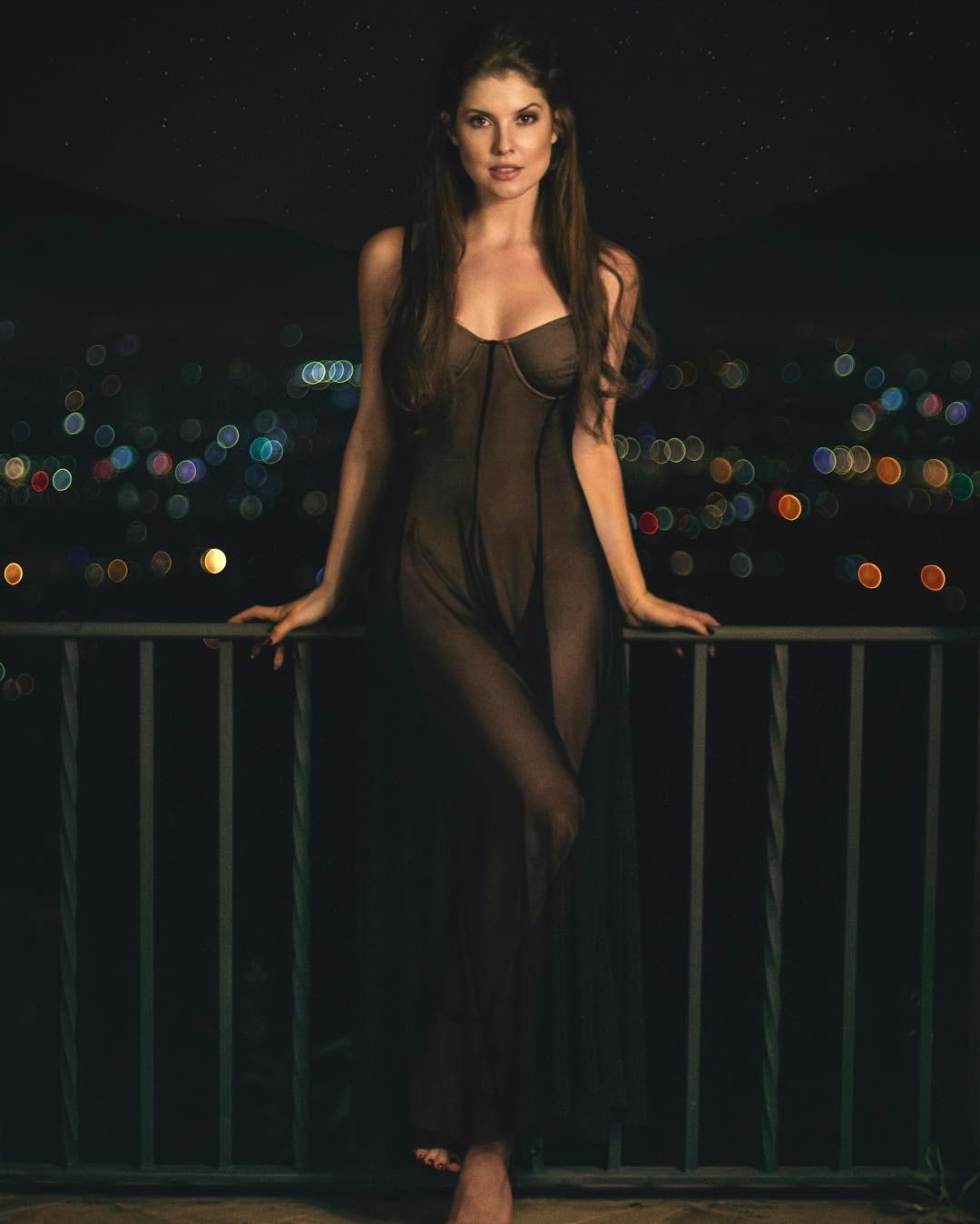 Amanda Cerny nackt Bilder