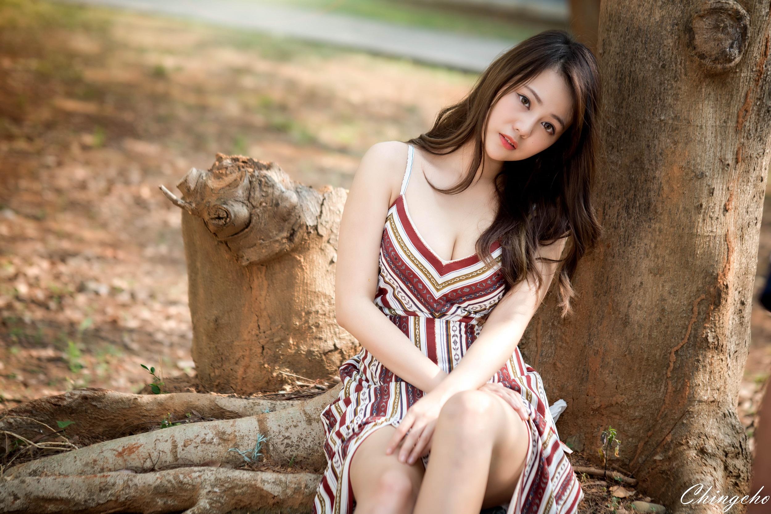 Asian model looking over shoulder teen fuck