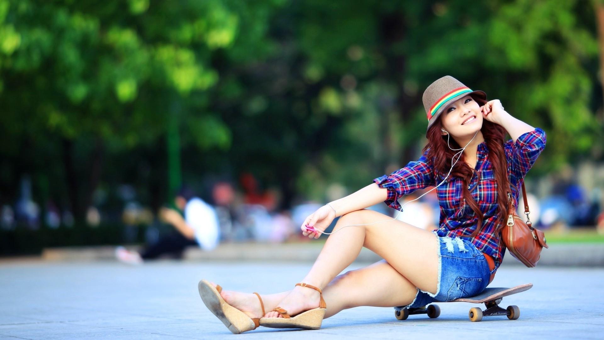 Wallpaper  Women, Model, Asian, Sitting, Smiling, Feet, Fashion, Skateboard, Spring -6437