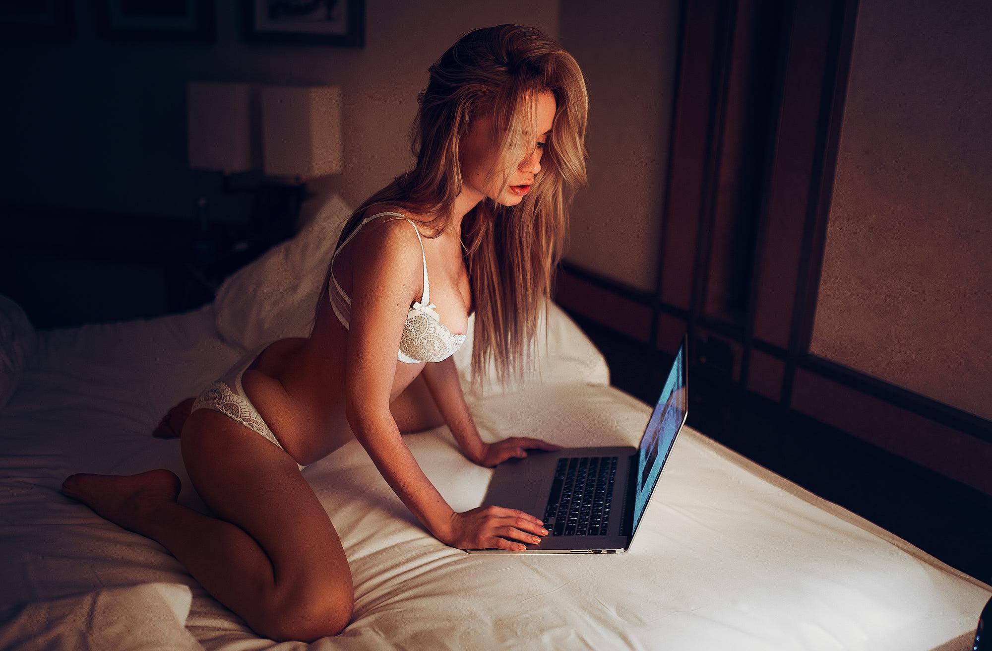 Онлайн Общение С Голыми Девушками