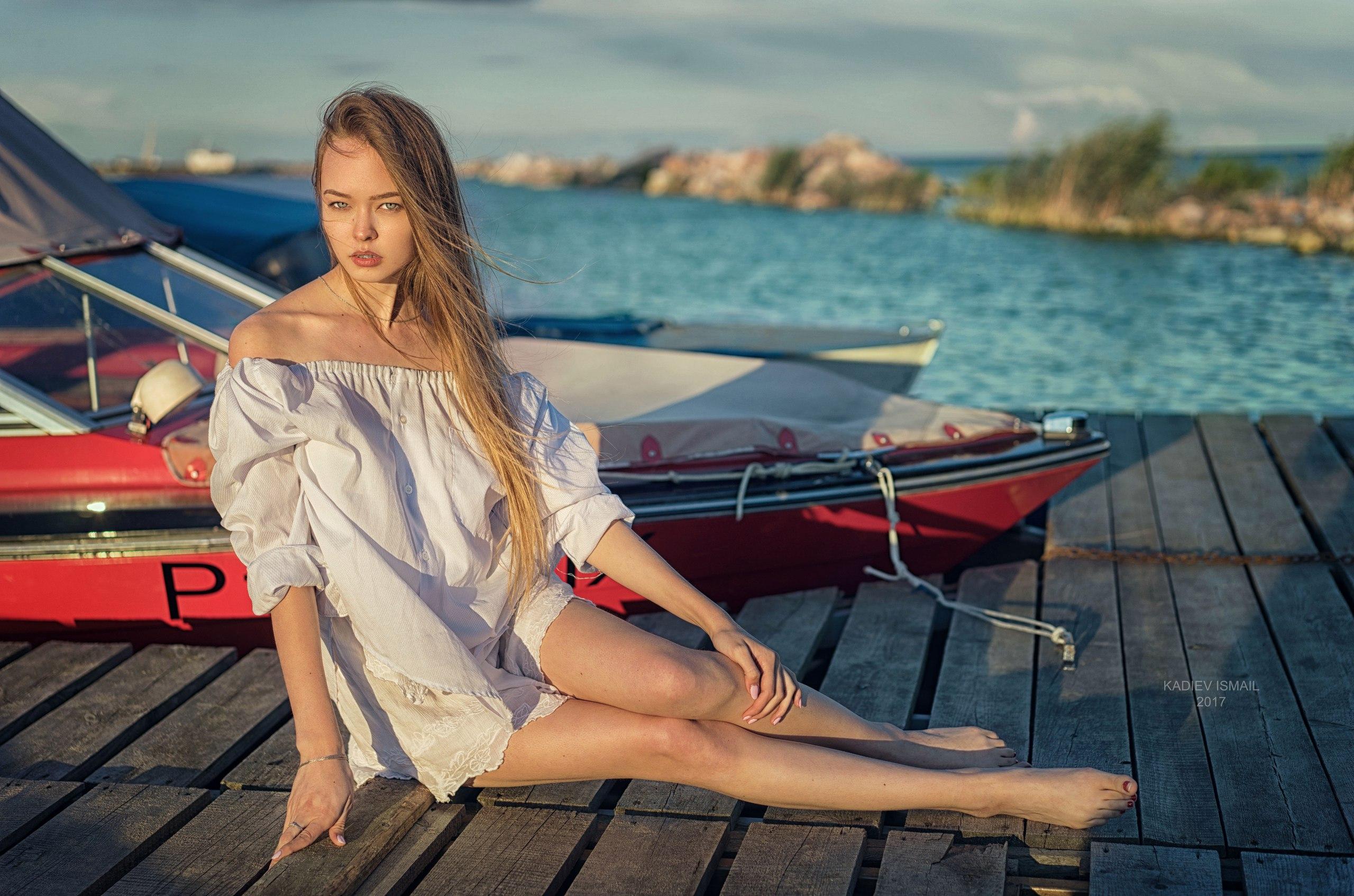 Hintergrundbilder Frau Modell Kadiev Ismail Boot Barfuß