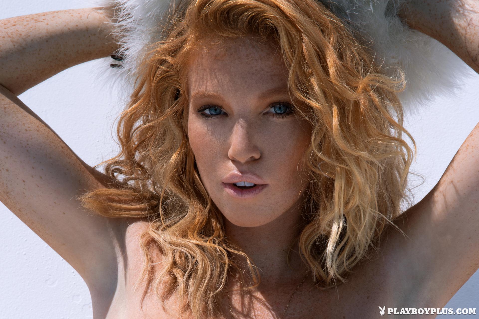 Elizabeth Ostrander Nude Photos 17