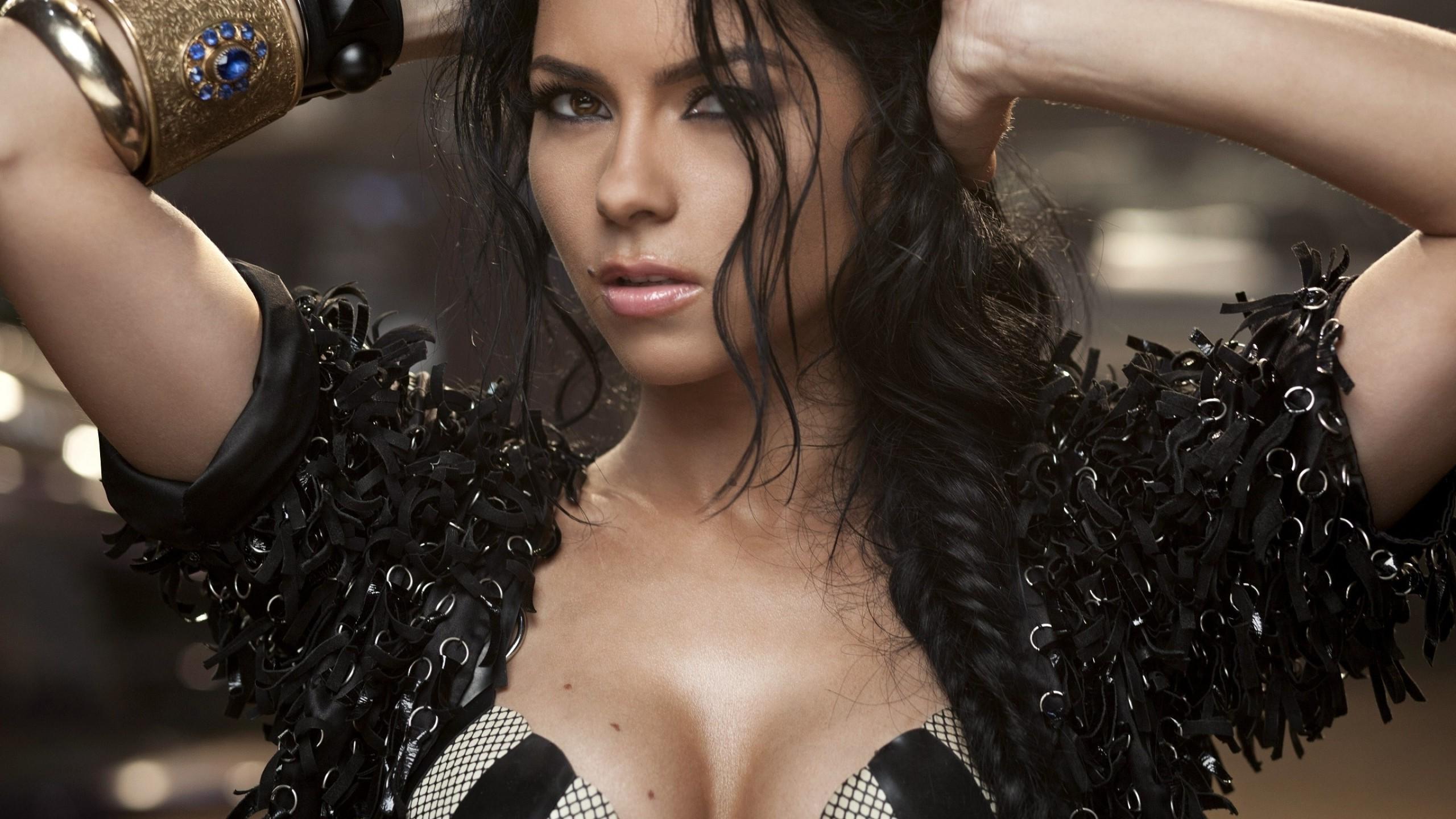 Elena Apostoleanu / INNA Nude Photos 14