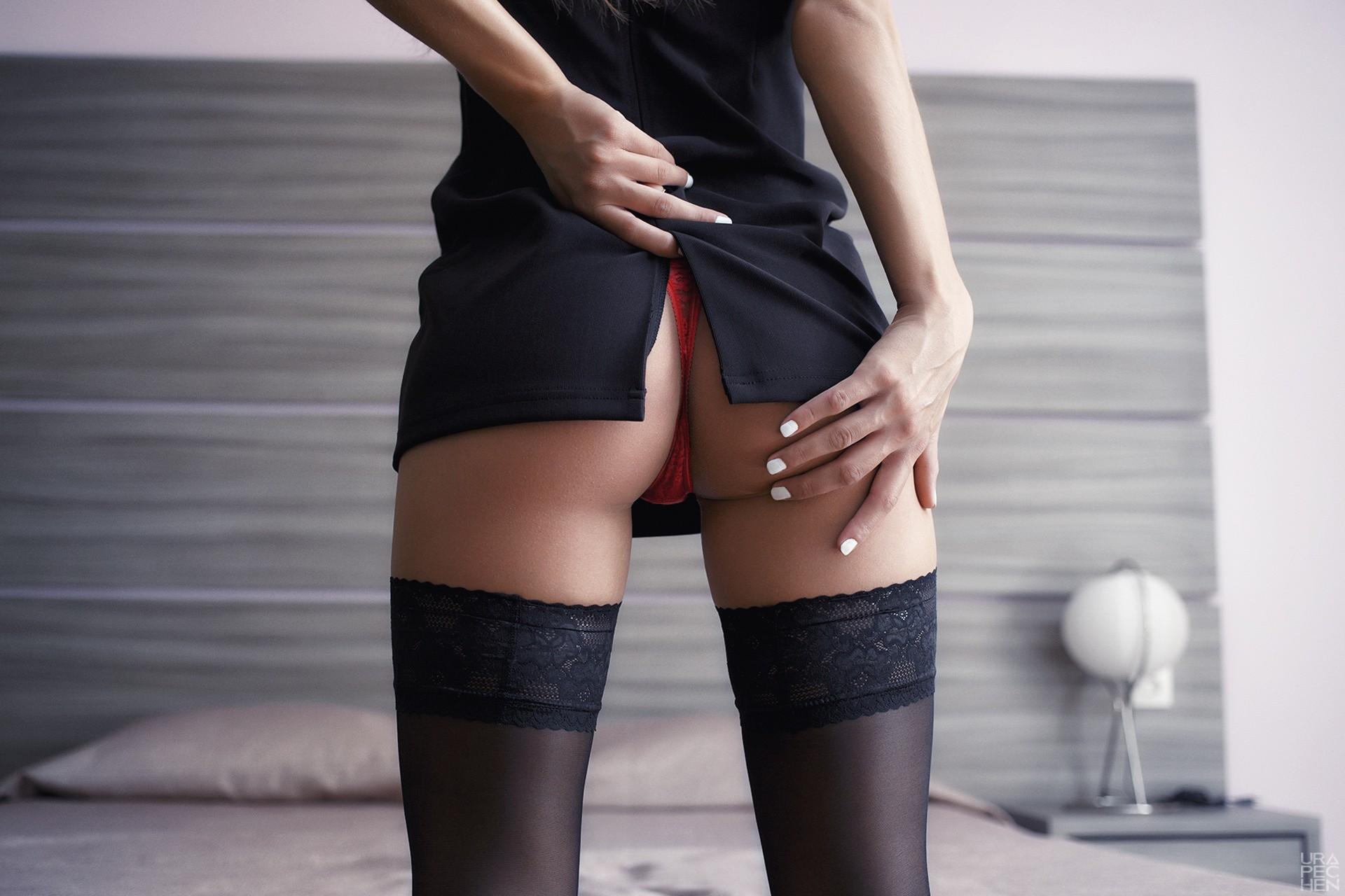Черные чулки платье и нет трусиков