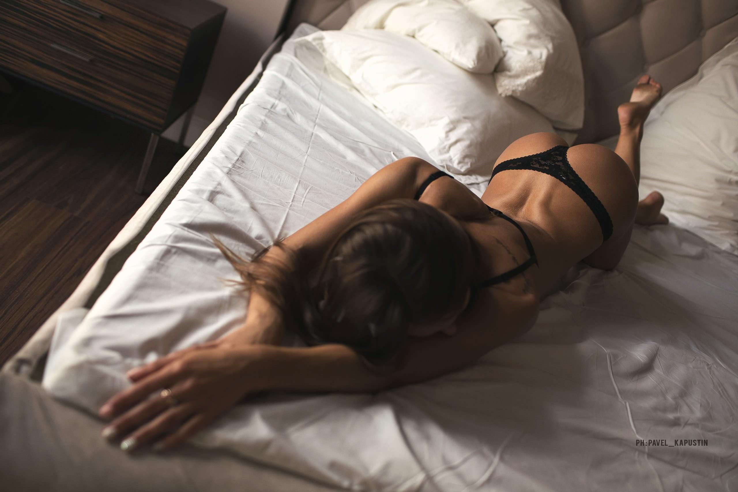 Пошалили ночью в постели фото, азиатская ночная ебля
