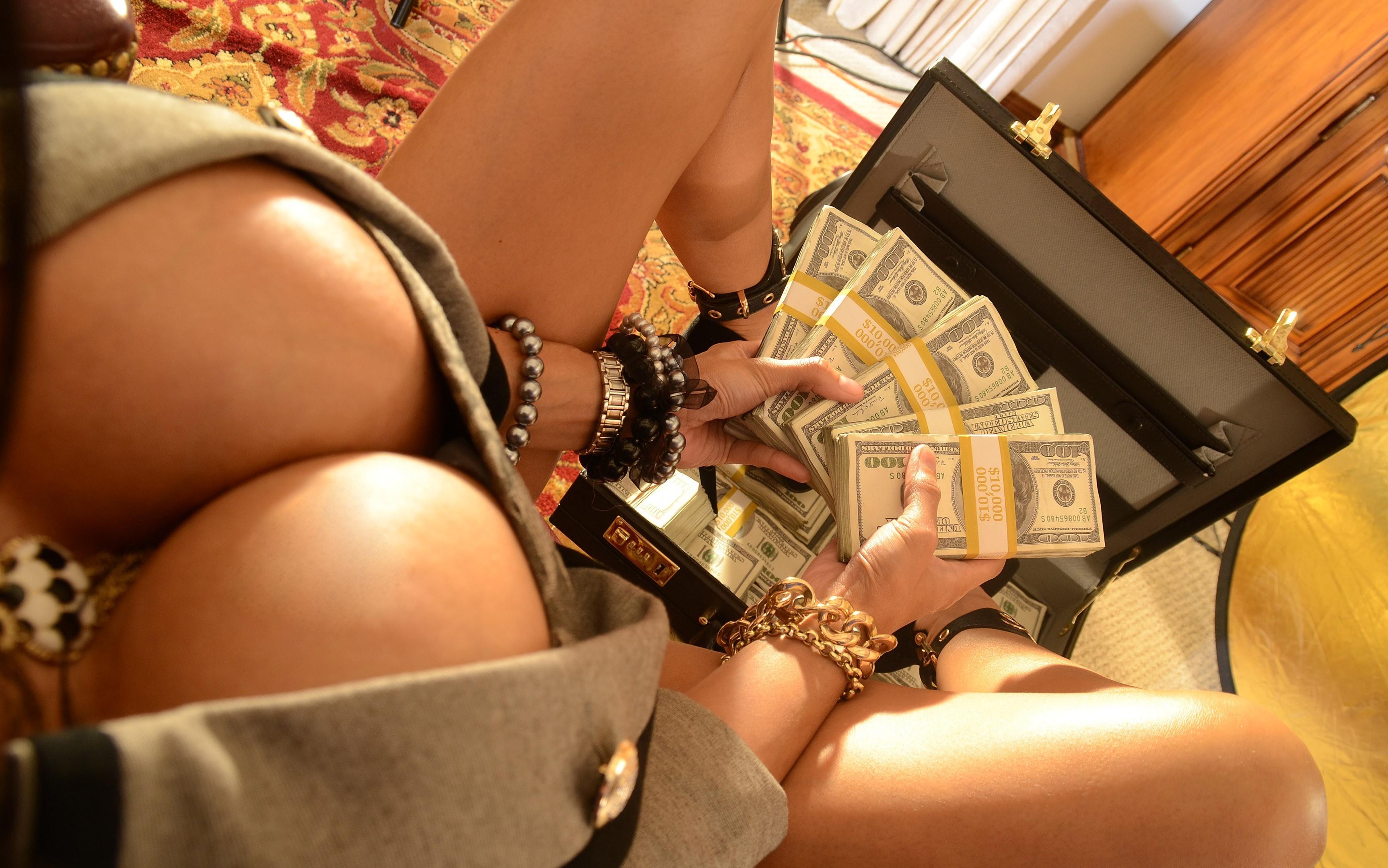 деньги под сиськой - 7
