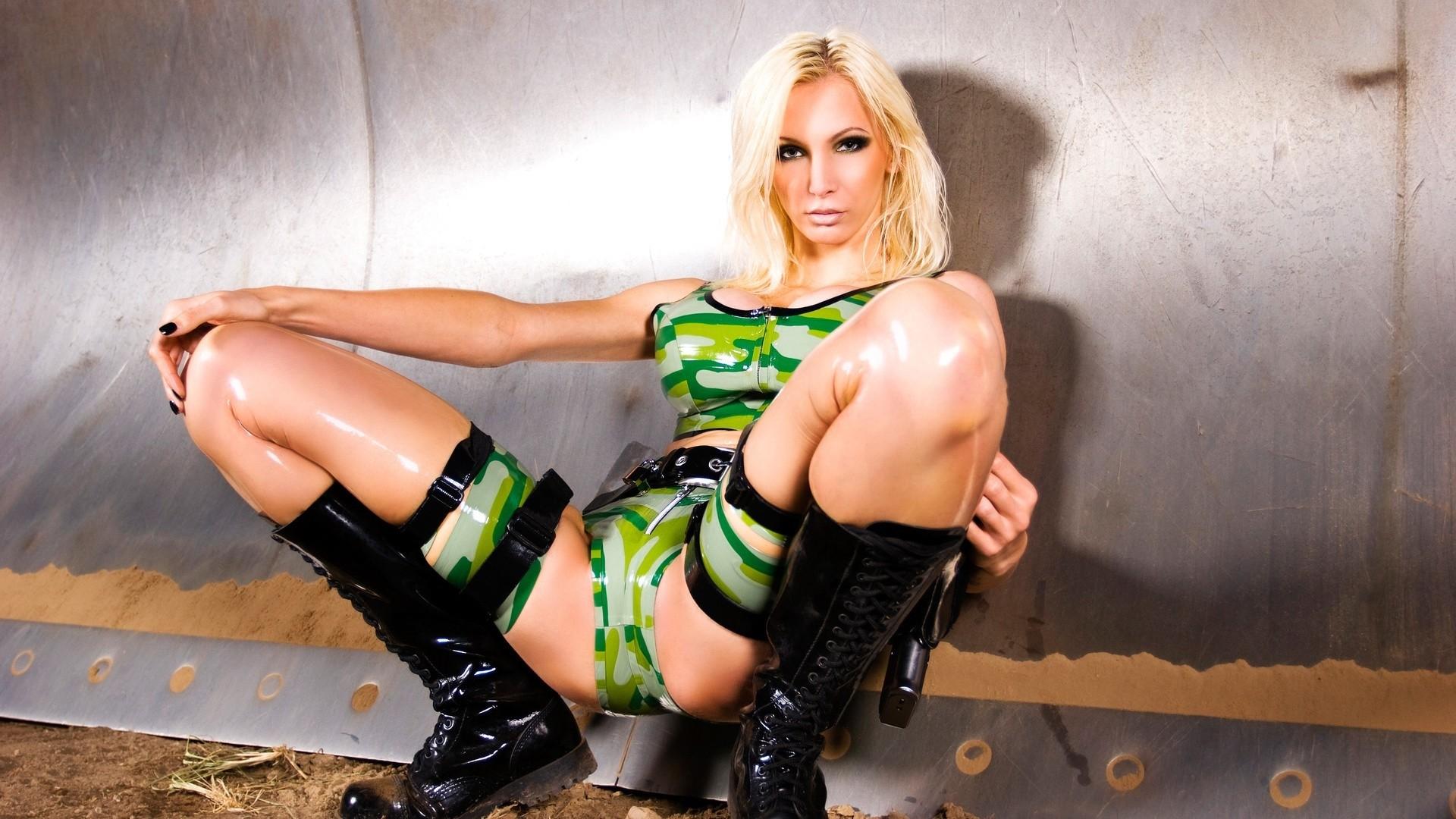 Эро фото девушки латекс бикини — pic 1