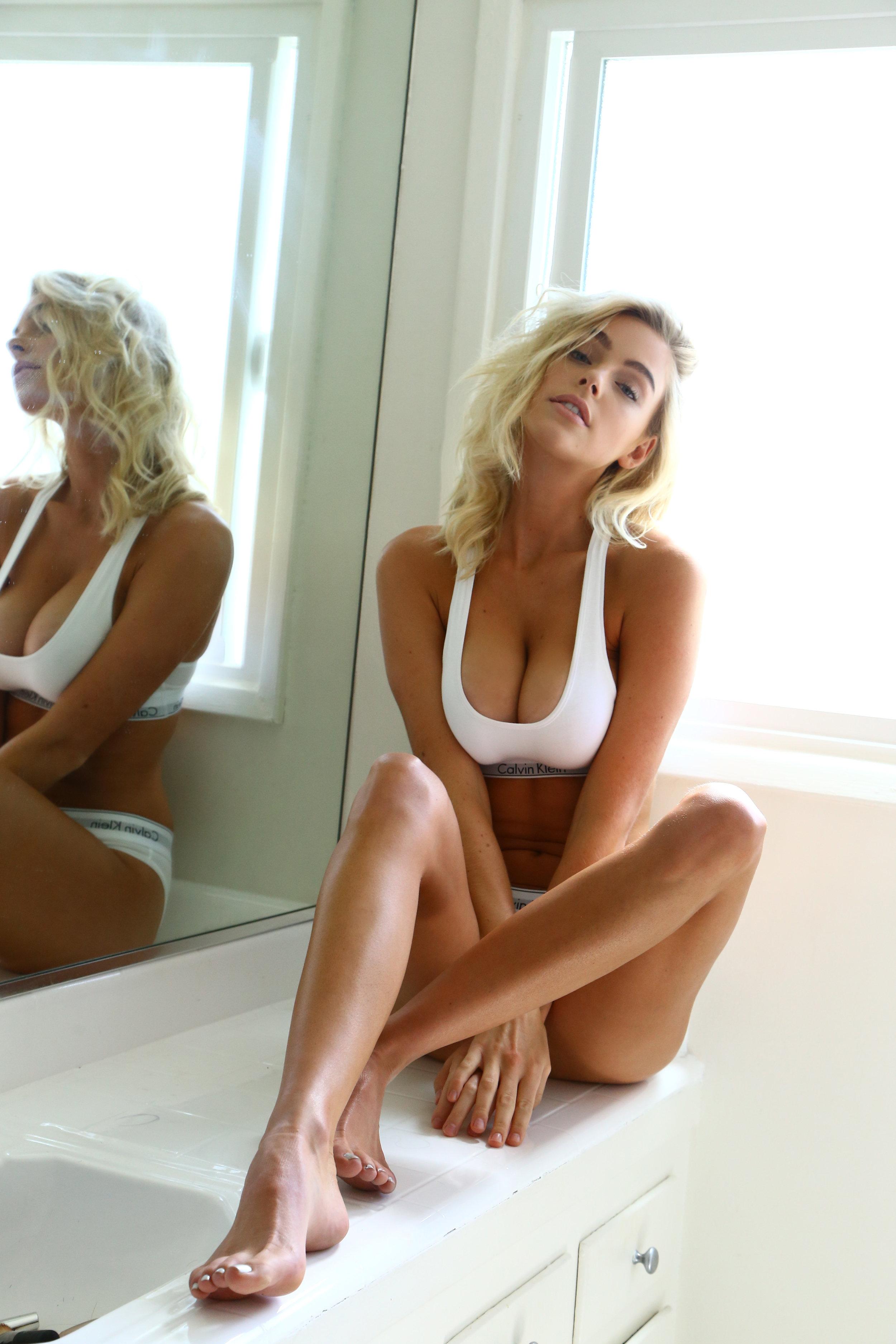 Cleavage Elizabeth Turner nude photos 2019