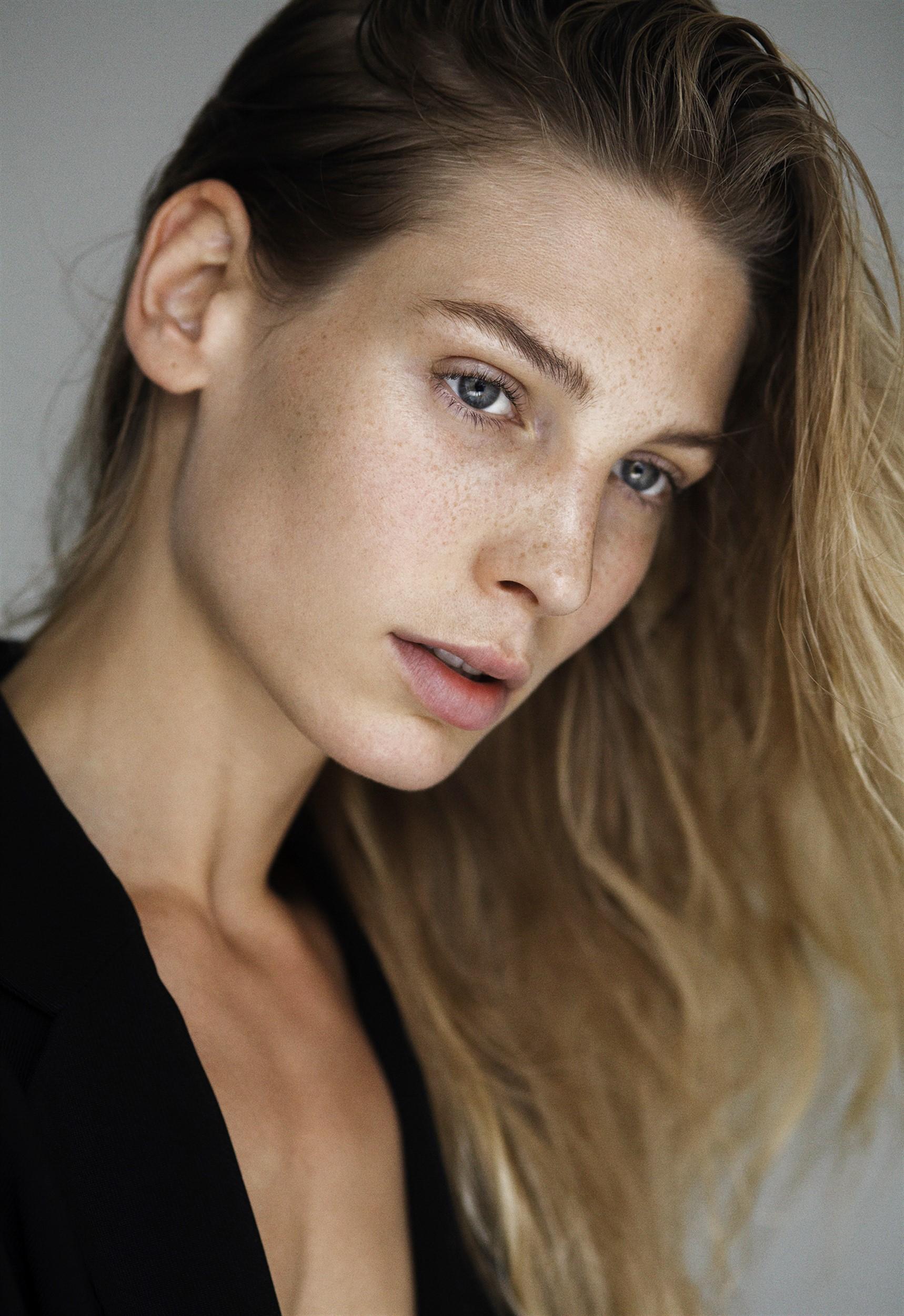 Sarah Brandner Model