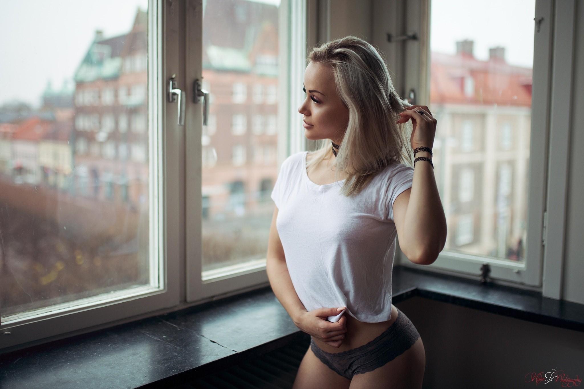 wallpaper : women, model, blonde, t shirt, window, choker, brunette