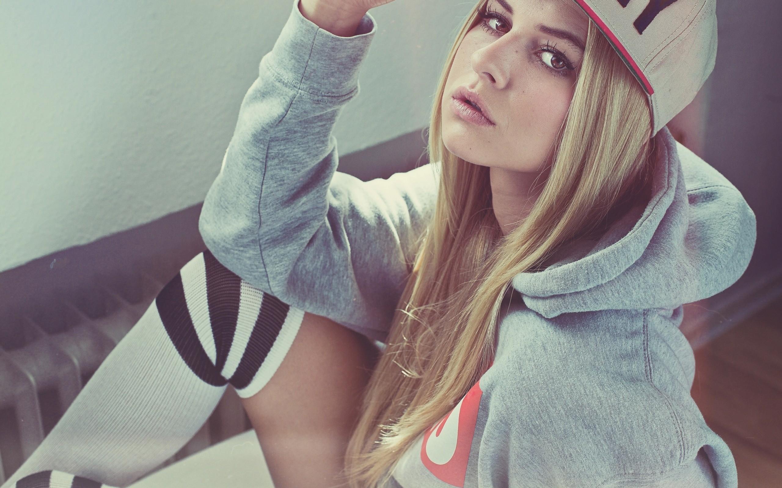 Красивые девушки на аву вконтакте картинки