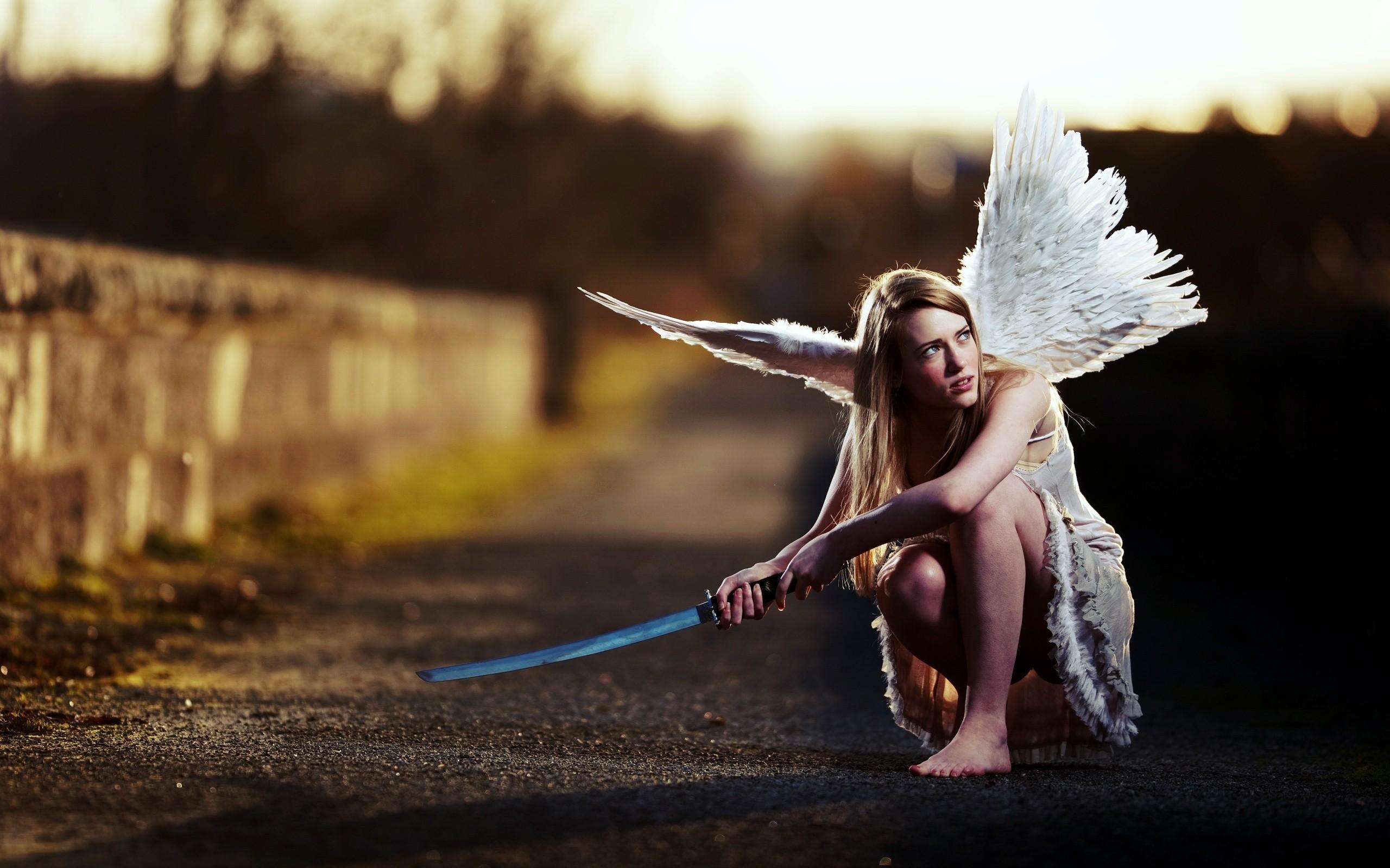 Картинка крылья девушка