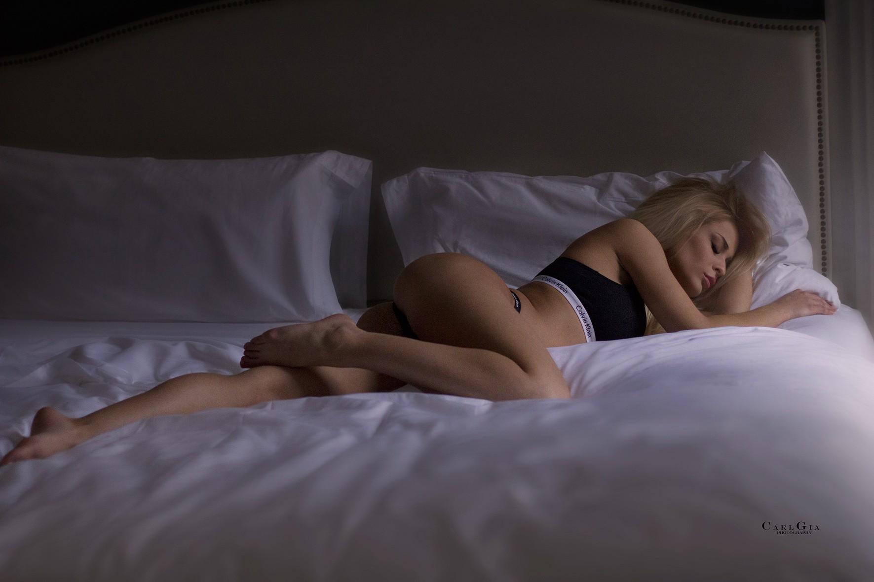 Обнаженная Женщина Во Сне
