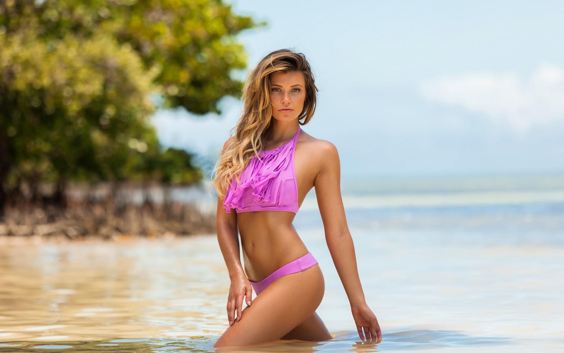 Girl dioguardi bikini