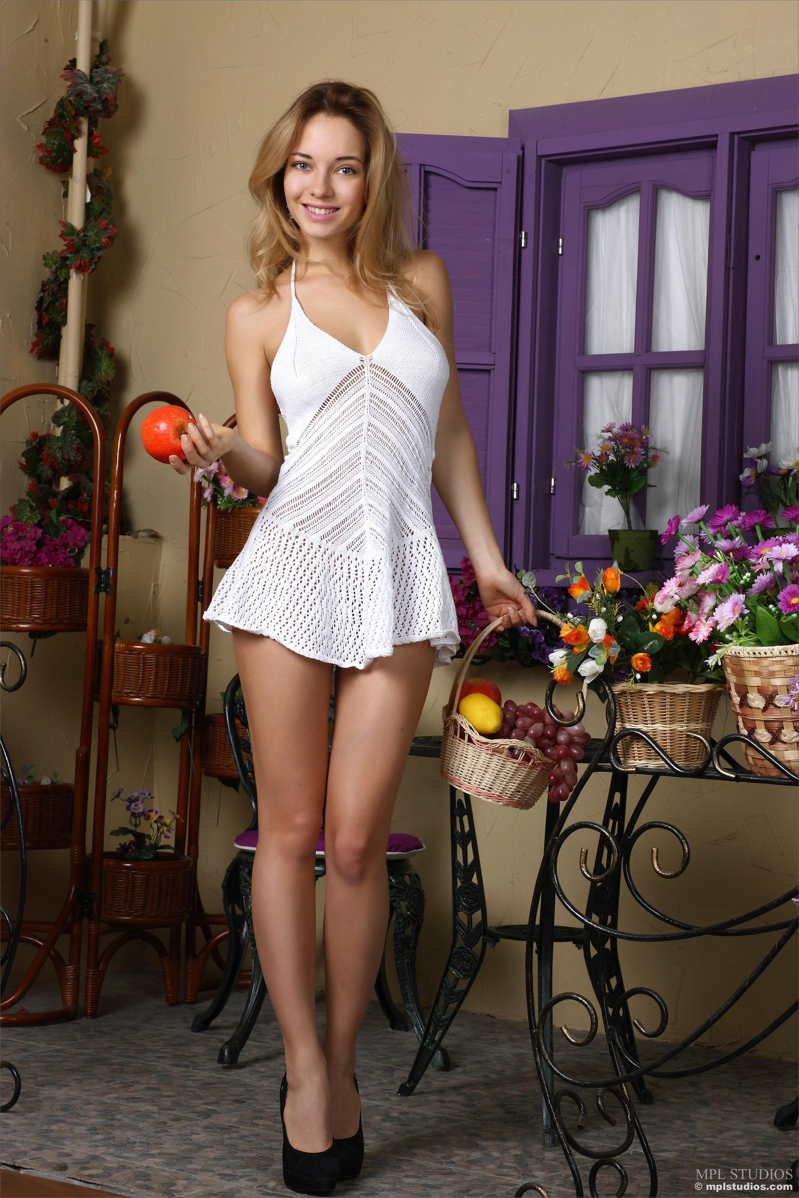 Fond Dcran  Femmes, Maquette, Blond, Fleurs, Cheveux Longs, Mini Robe, Paules -2166