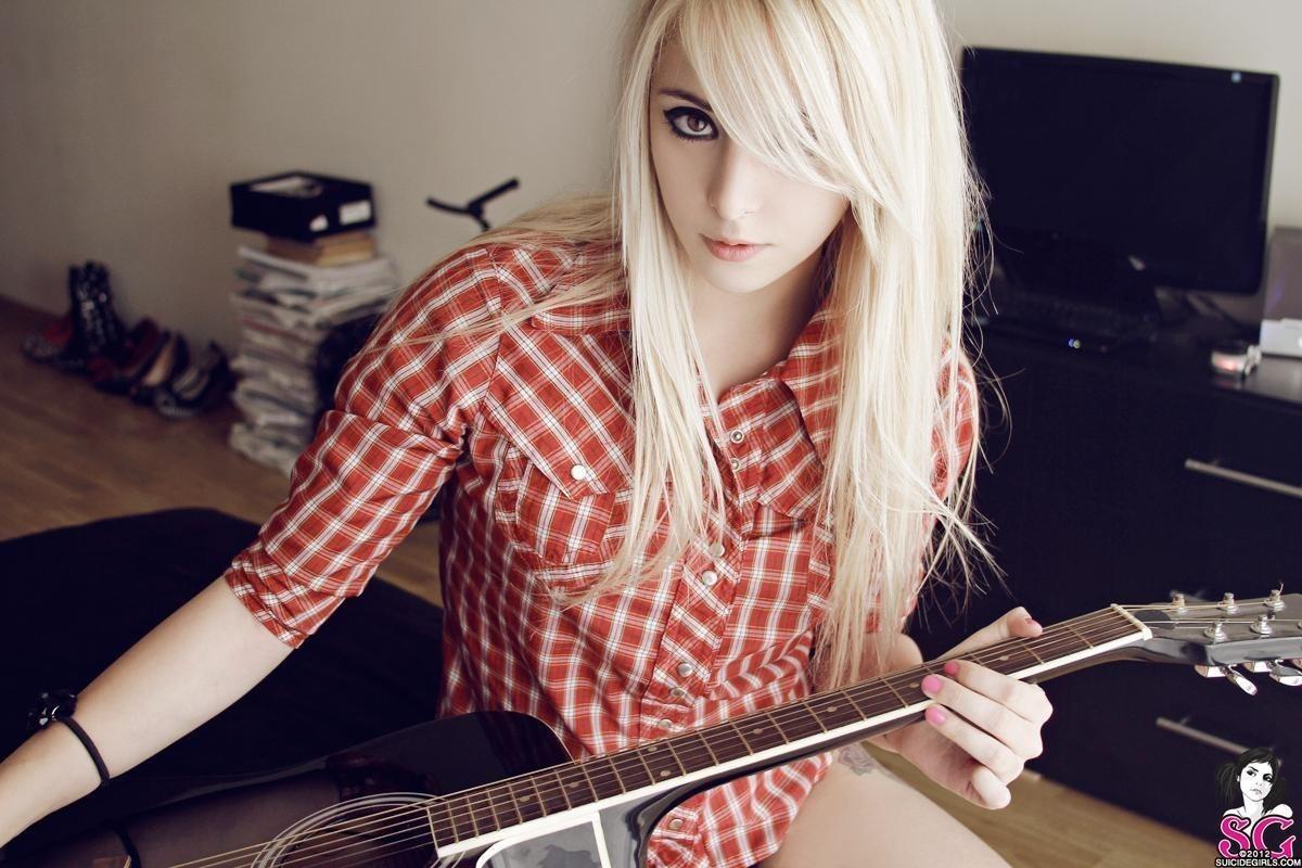 dumb-blonde-girls