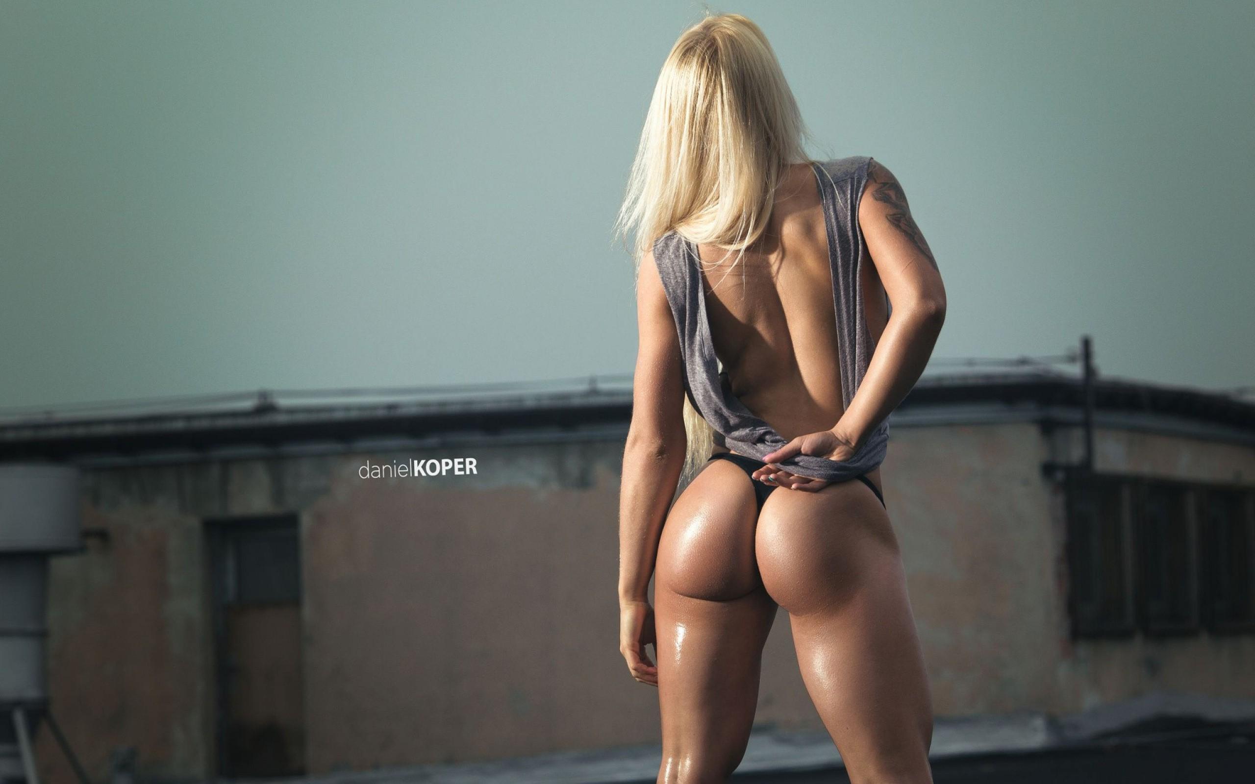 golie-blondinki-zhopi-v-stringah-domashnee-porno-seks-video-na-russkom
