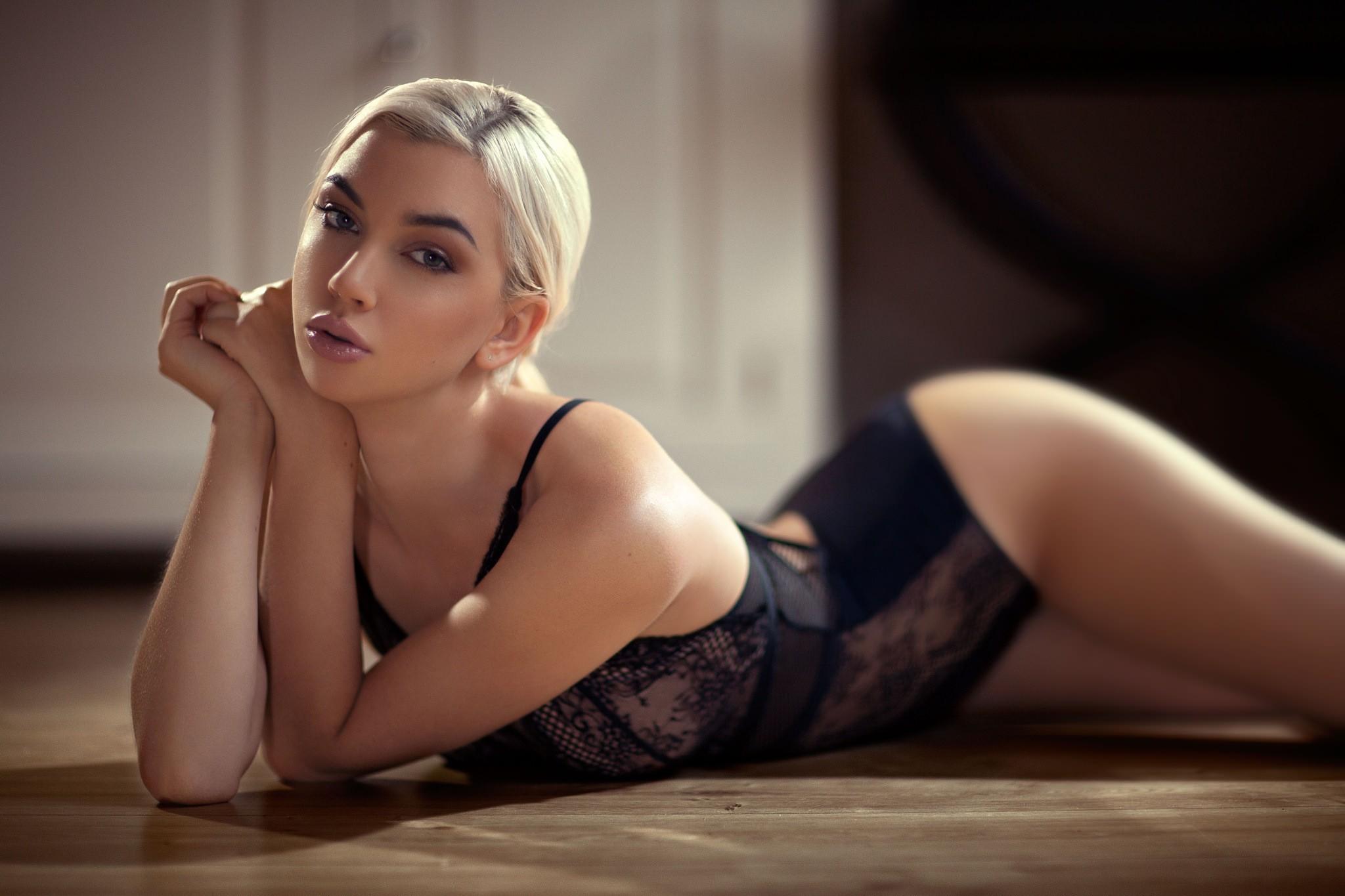 blondes ass