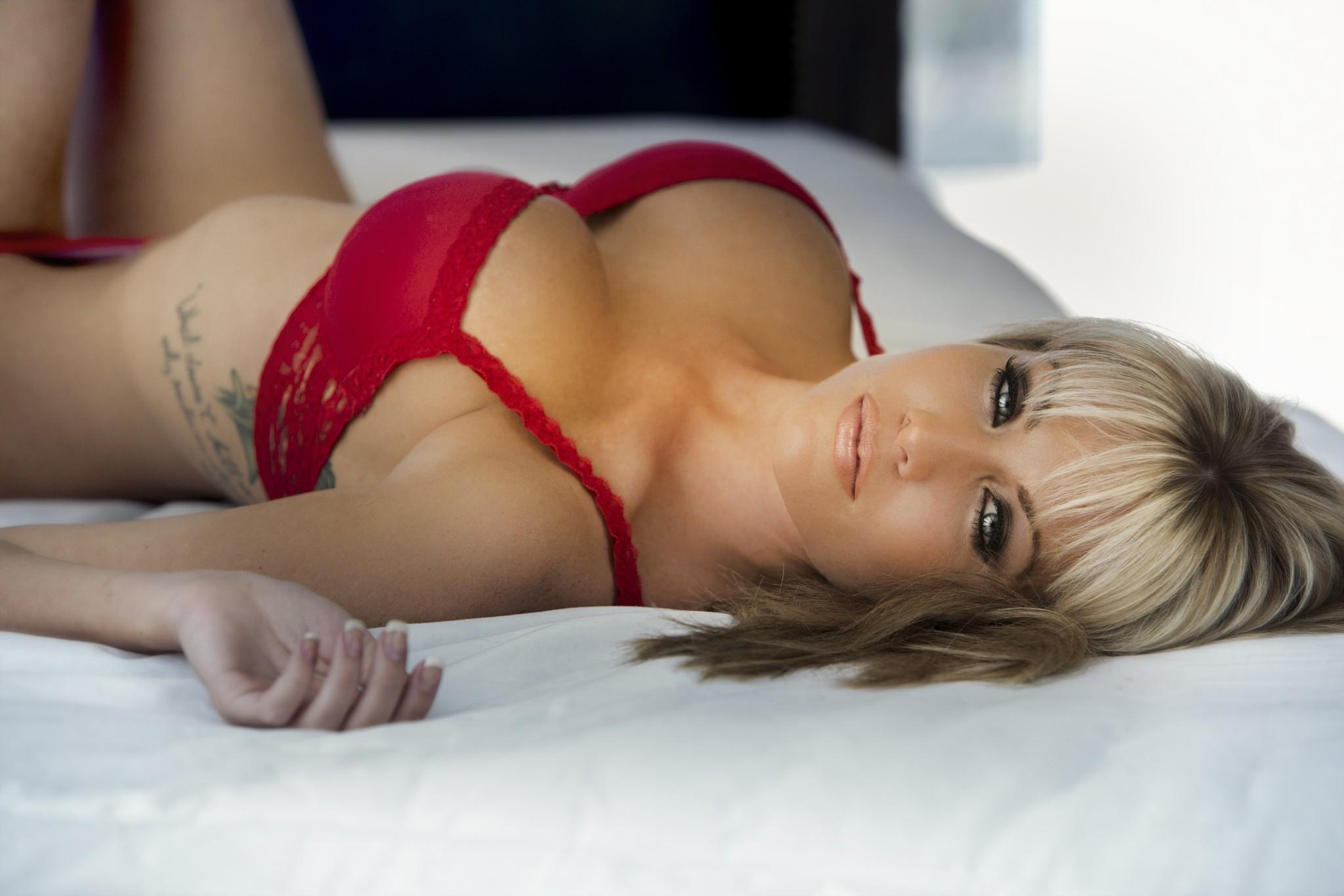 seks-foto-blondinok-s-bolshimi-siskami