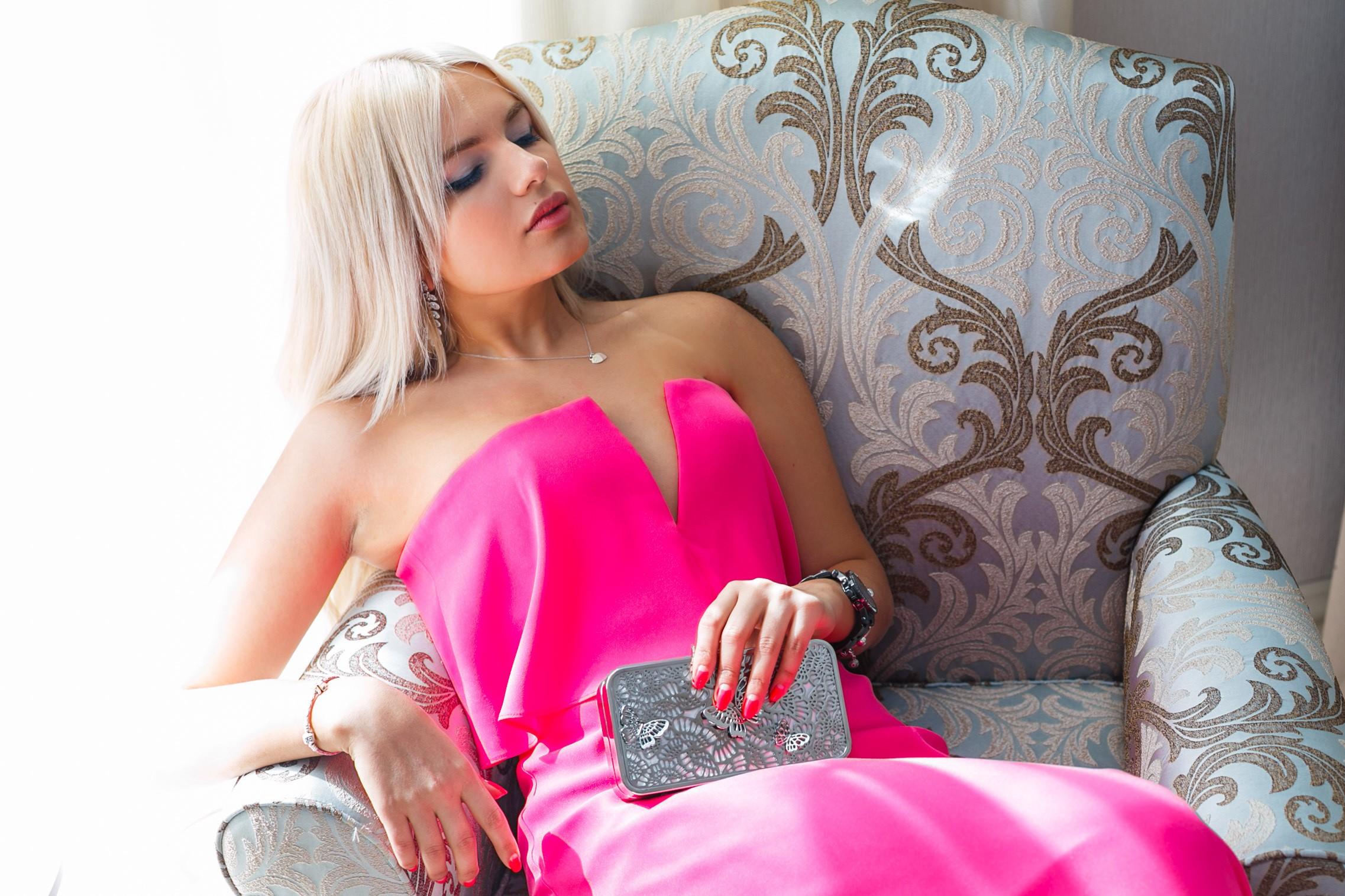 Блондинка в розовом платье села парню на лицо #8