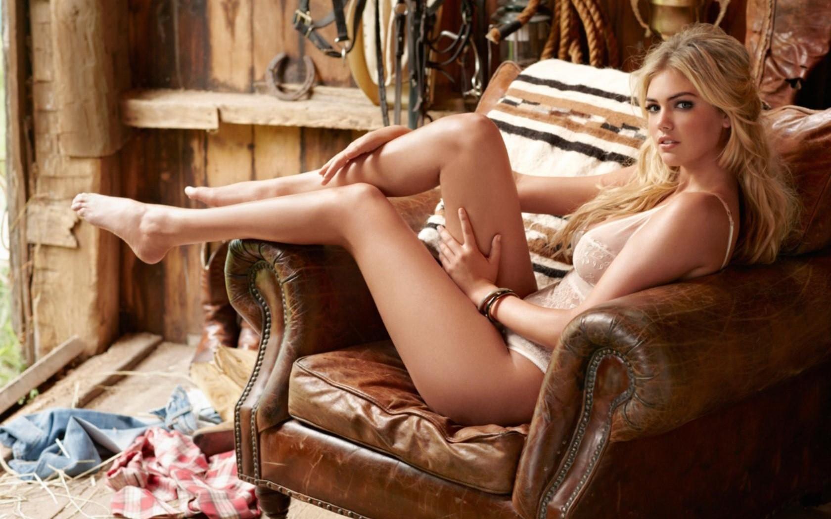 smotret-onlayn-erotika-blondinka