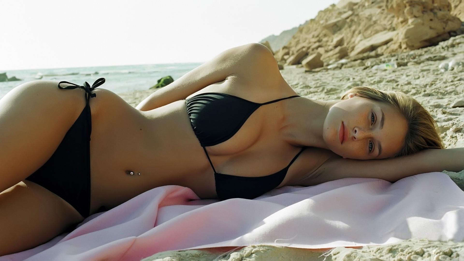 Nude-photo scandal in U. S. Marines Katehon think tank.