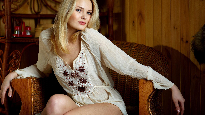Фото красивых русских девушек в блузках