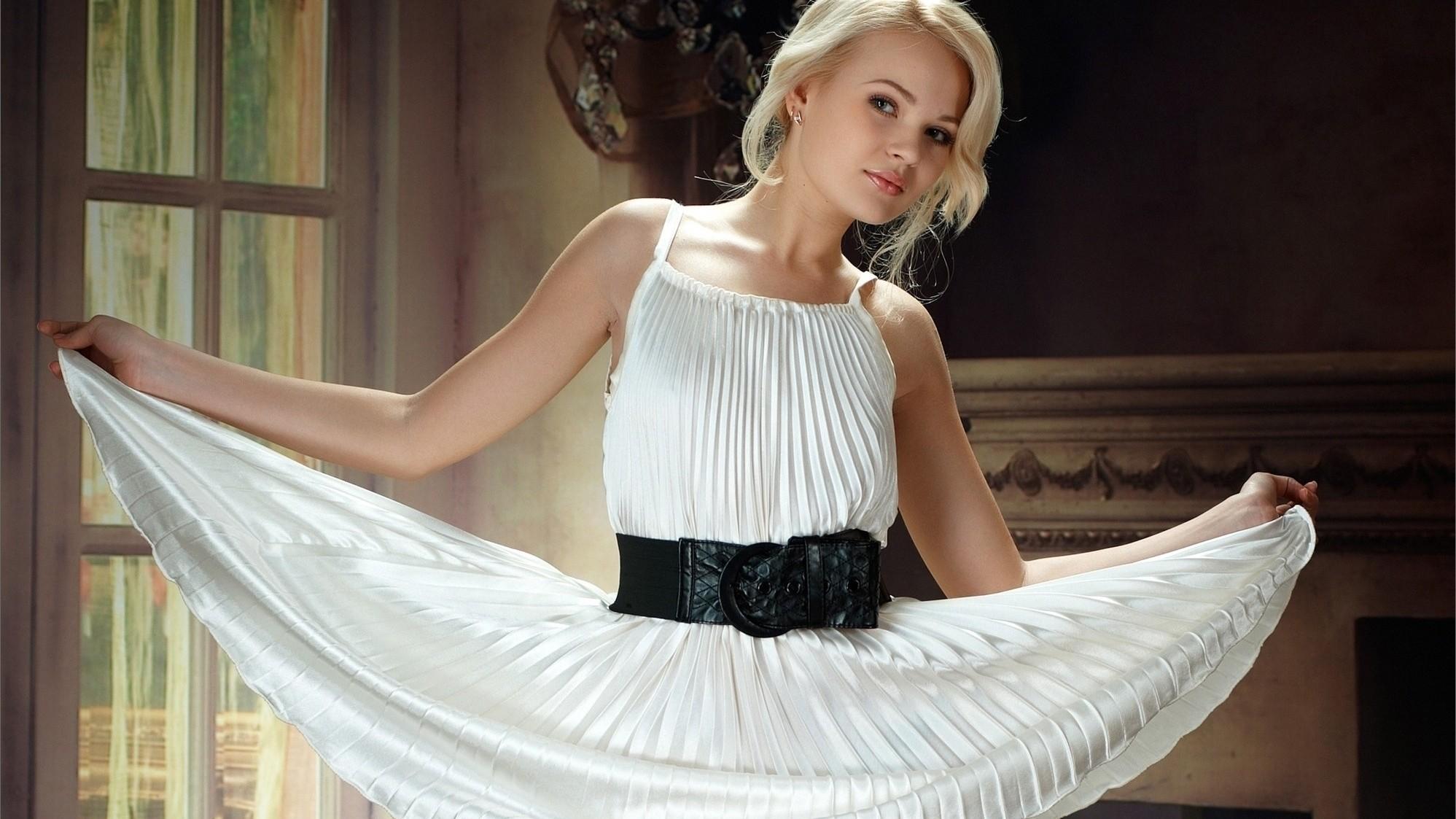 Hintergrundbilder : Frau, Modell-, blond, lange Haare, weißes Kleid ...