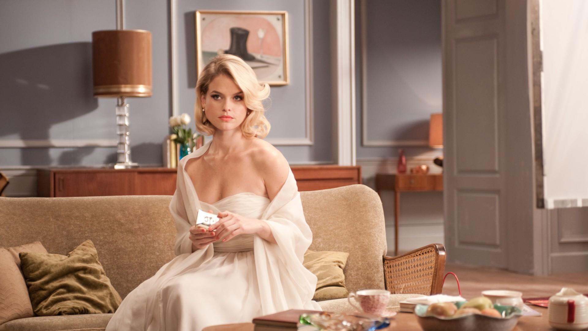 Hintergrundbilder : Frau, Modell-, blond, Wegschauen, lange Haare ...