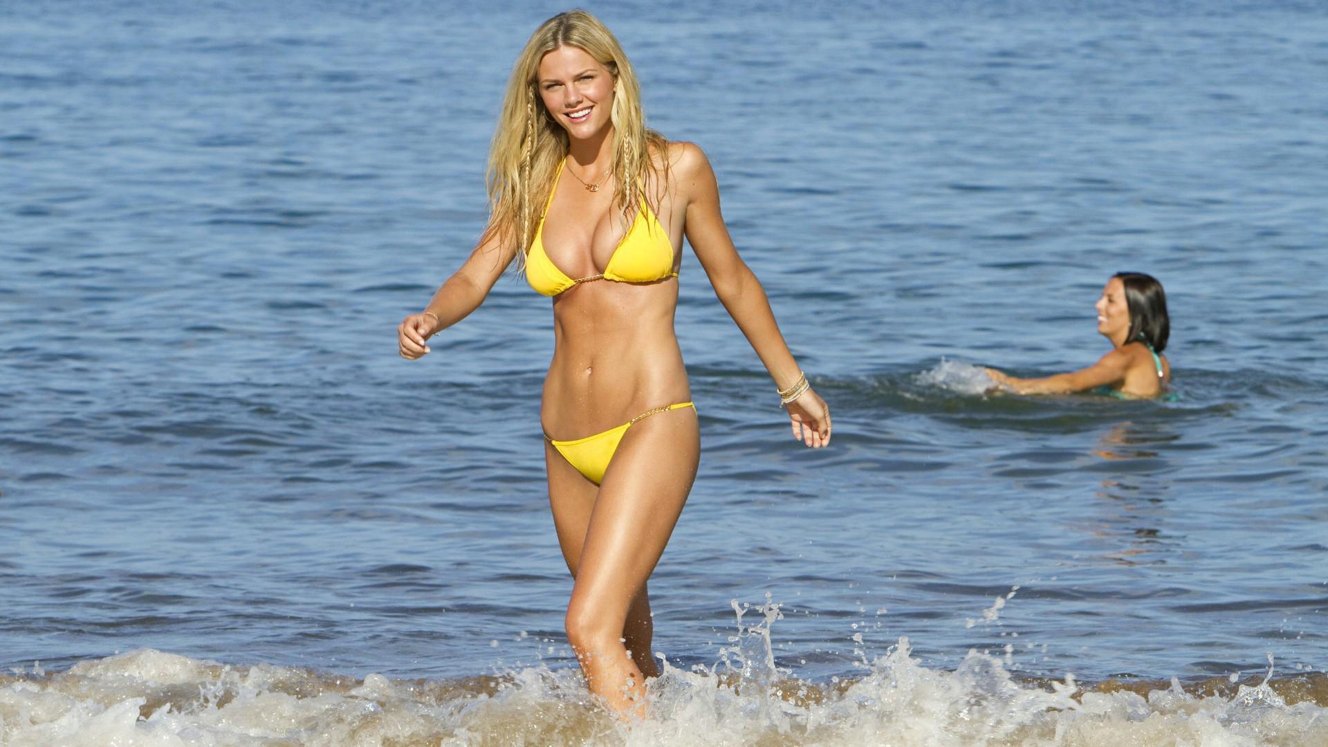 Sfondi donne modello bionda mare spiaggia grandi tette bikini costumi da bagno capi di - Costumi da bagno ragazza ...