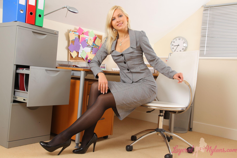foto-krasivih-devushek-v-ofise