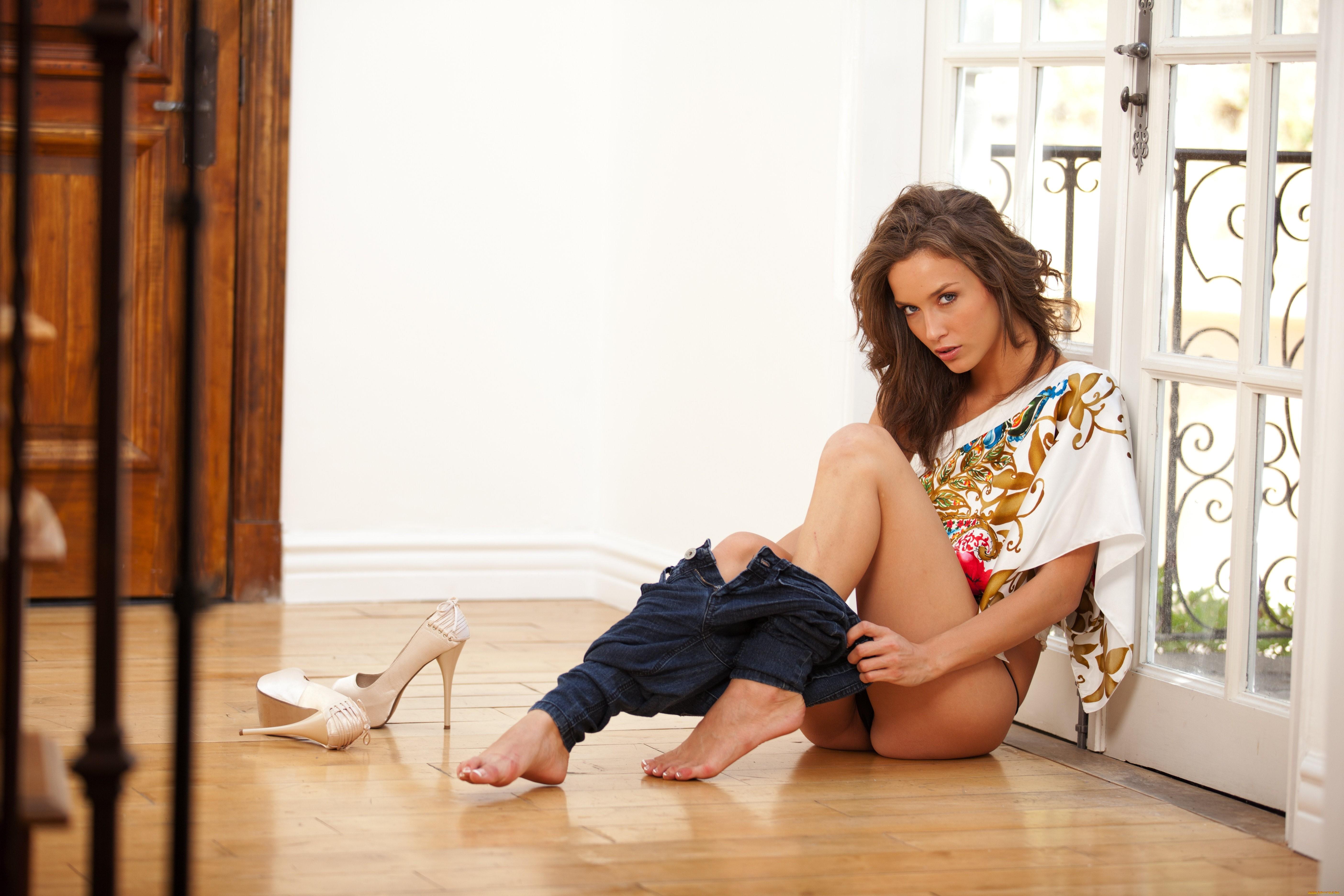 девушка снимает одежду фотки фото