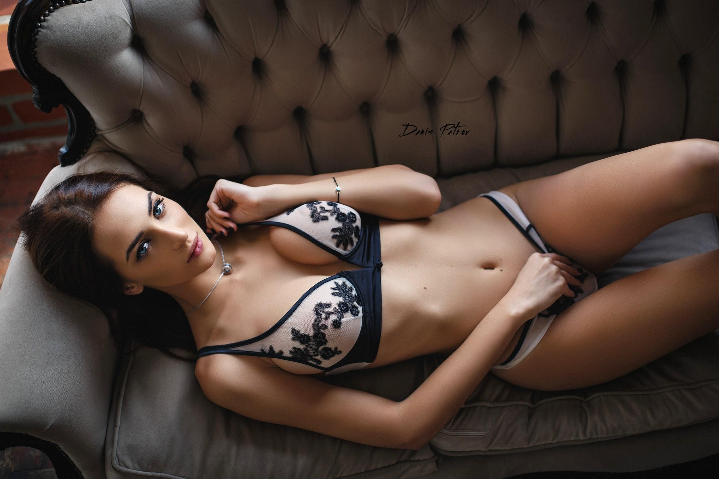 Erotic cleavage pics