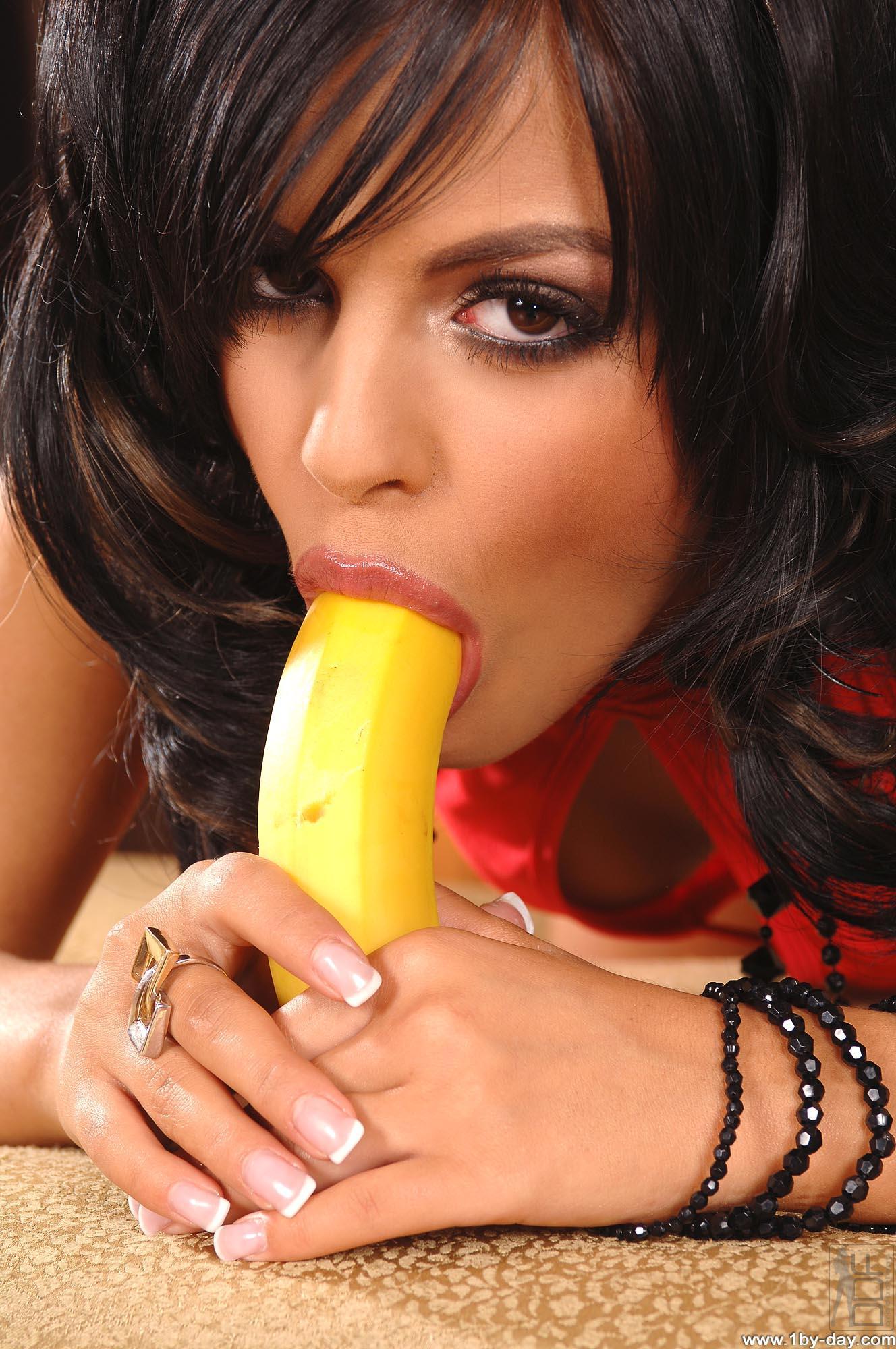 Banana deepthroat
