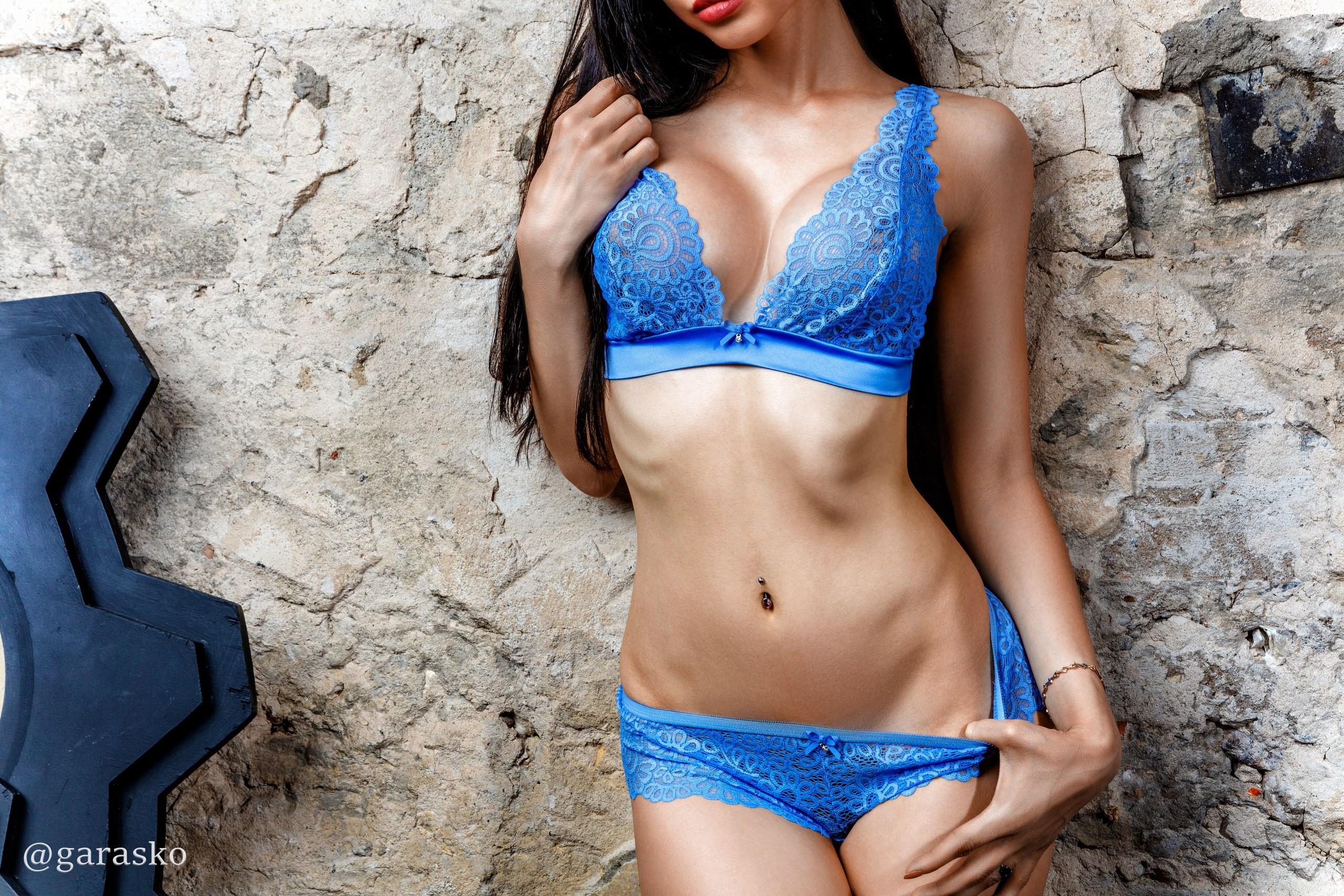 brand new 0c572 5a937 Hintergrundbilder : Frau, Modell-, Brünette, Mauer, blau ...