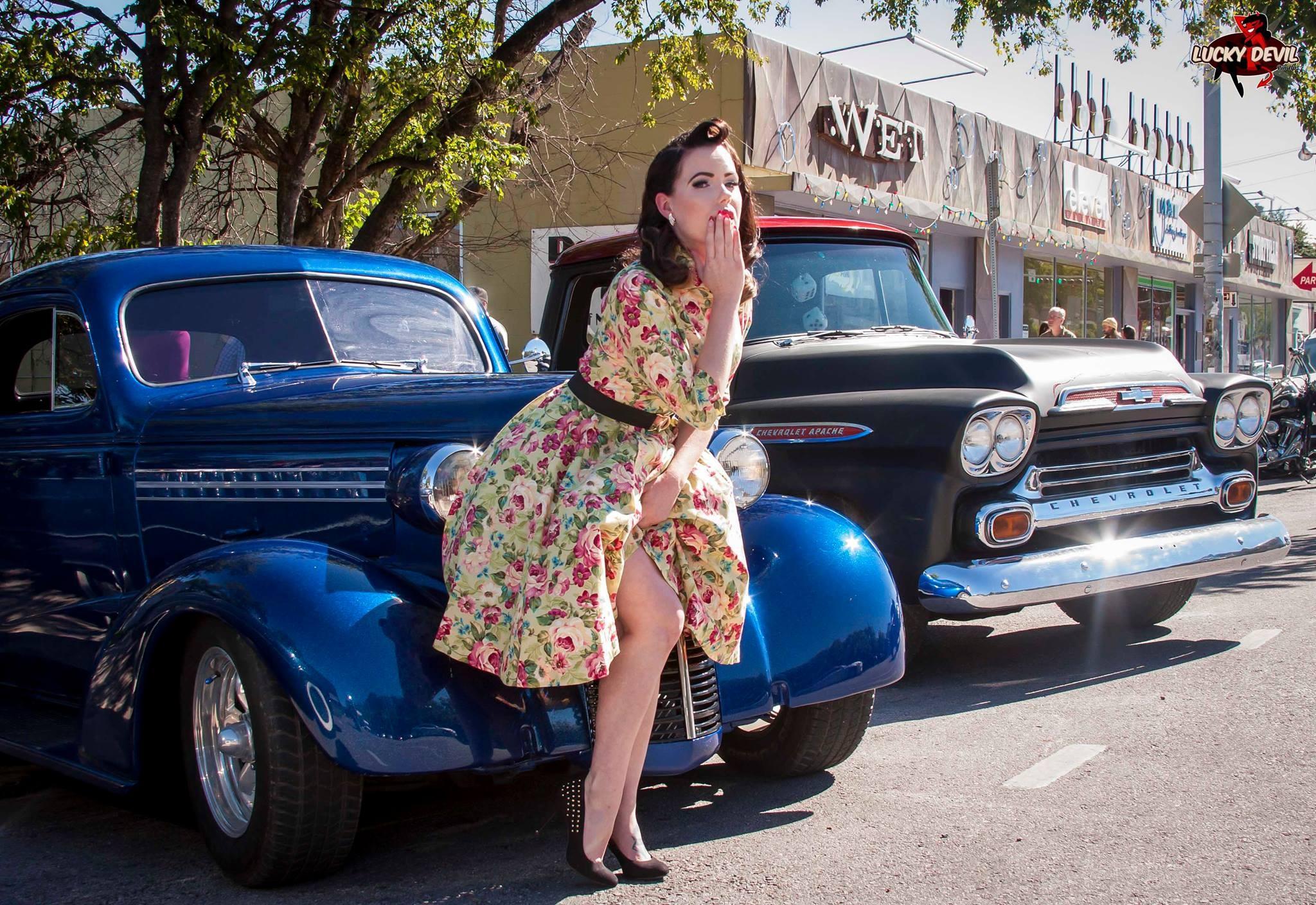fond d 39 cran femmes maquette voitures bleues urbain robe femmes avec des voitures. Black Bedroom Furniture Sets. Home Design Ideas