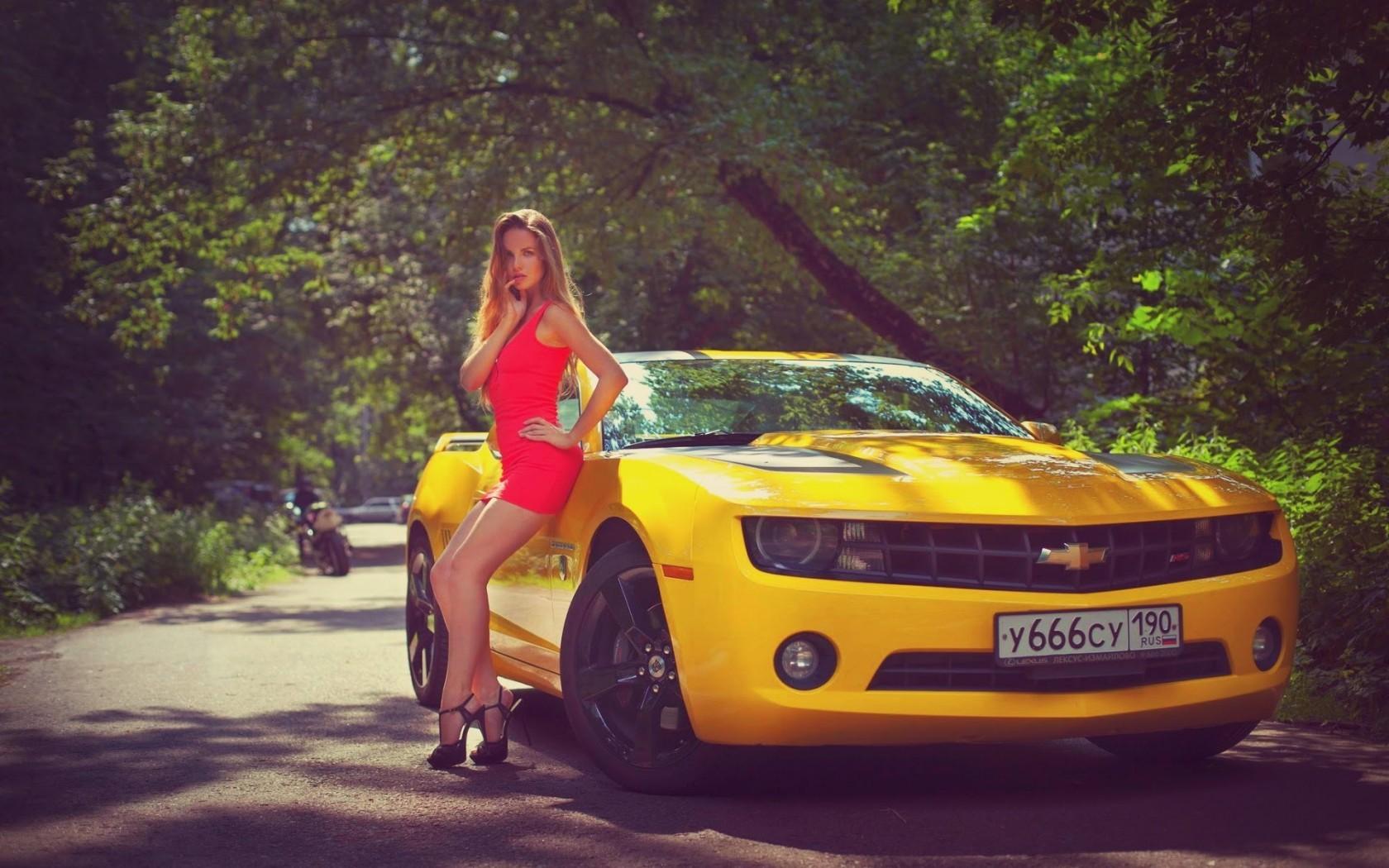Фото обой девушки и машины